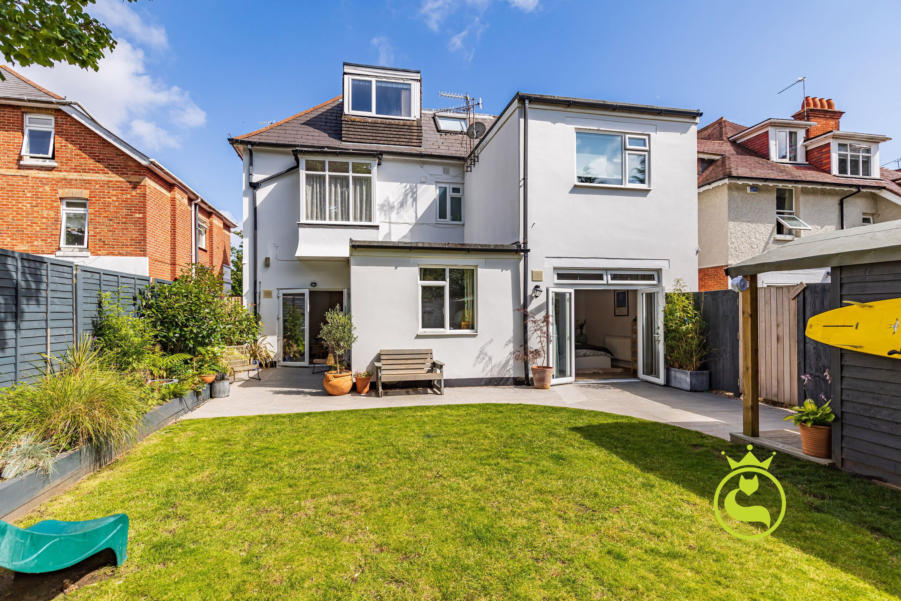 Beautifully presented two bedroom garden apartment close to the sandy beaches and Westbourne Village! Offered with no forward chain.