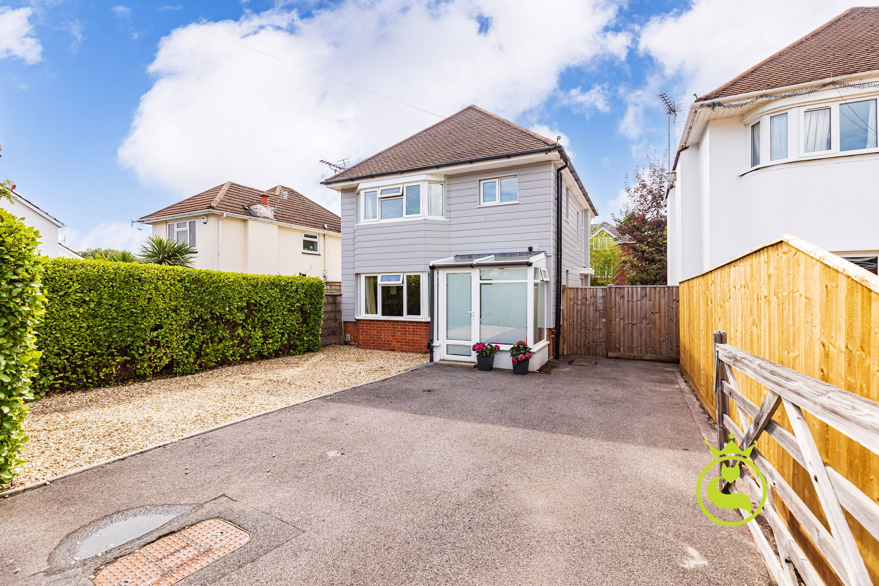 A rare chance to acquire this modernised 1930's three bedroom detached house in the heart of Ashley Cross. Just minutes walk to the amenities and nearby to the town centre.