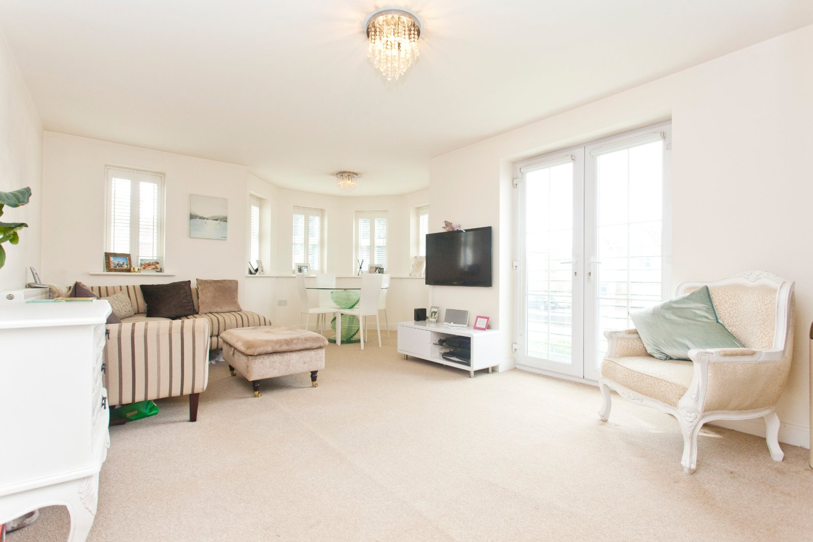 2 bed apartment for sale in Sanshore Court, 16 Glenair Avenue - Property Image 1
