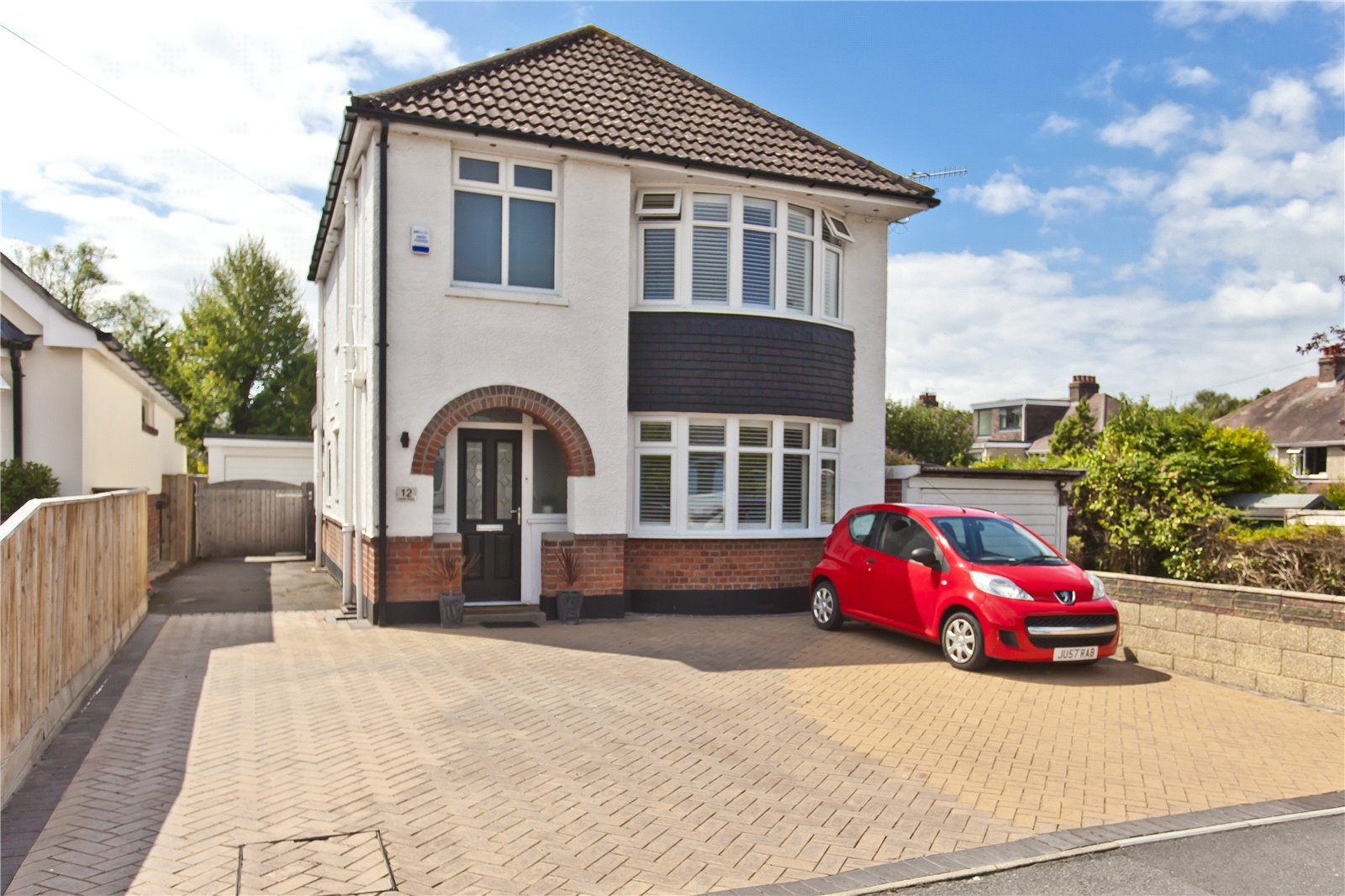 3 bed house for sale in Leslie Road, Whitecliff  - Property Image 1