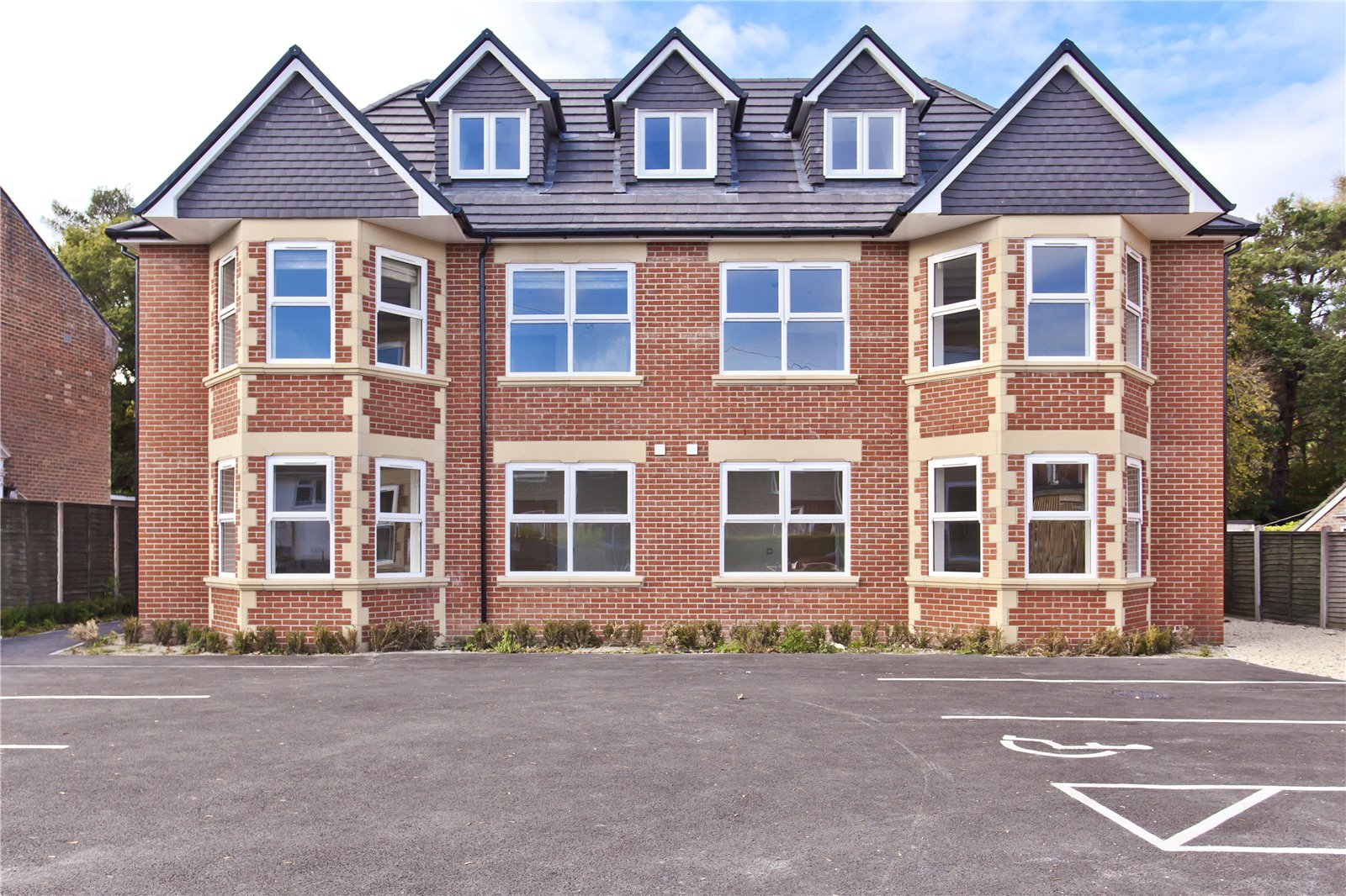 1 bed apartment for sale in York Road, Broadstone - Property Image 1