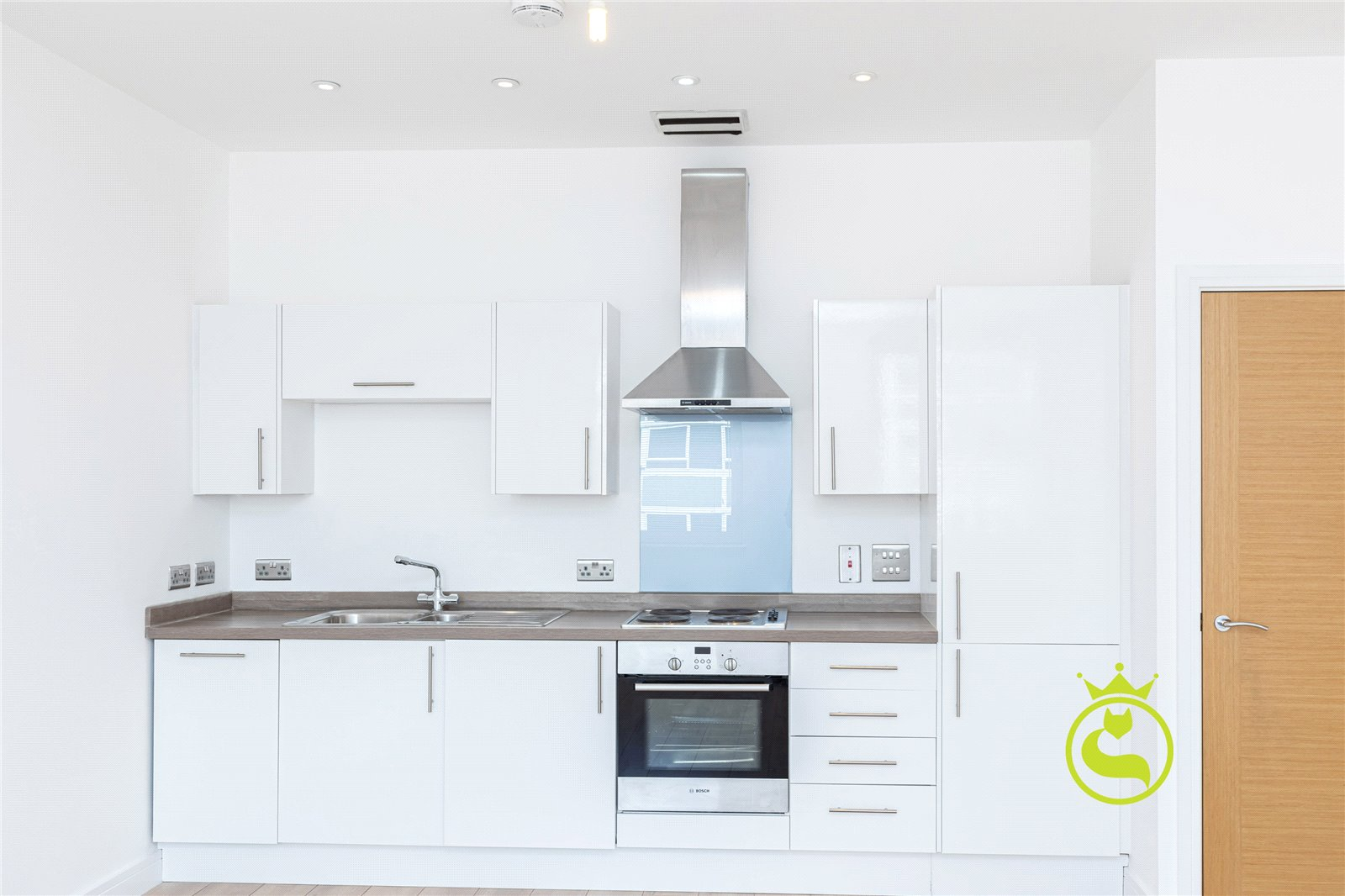 2 bed apartment to rent in High Street North, Poole 0
