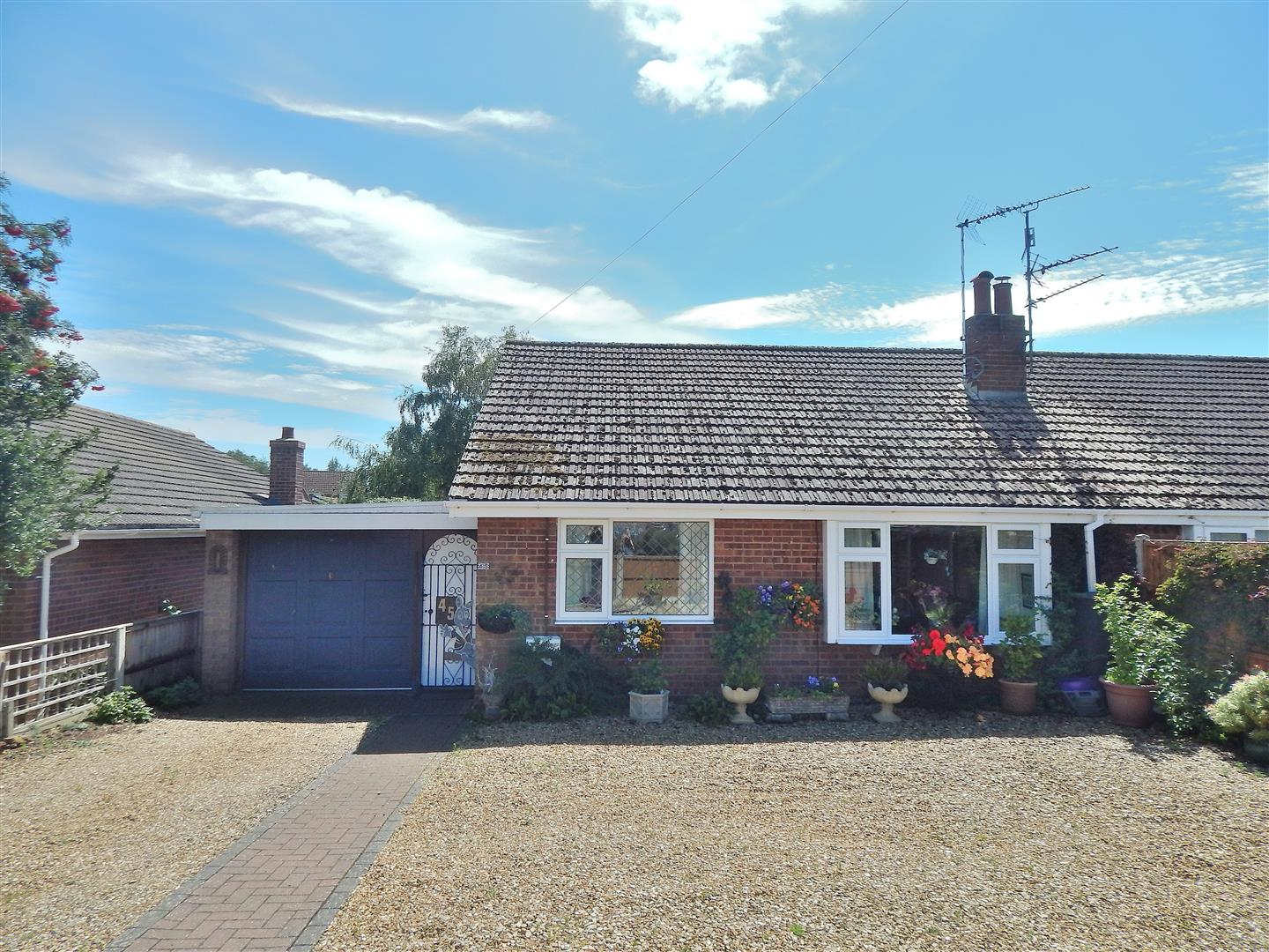 2 bed semi-detached bungalow for sale in Station Road, King's Lynn - Property Image 1