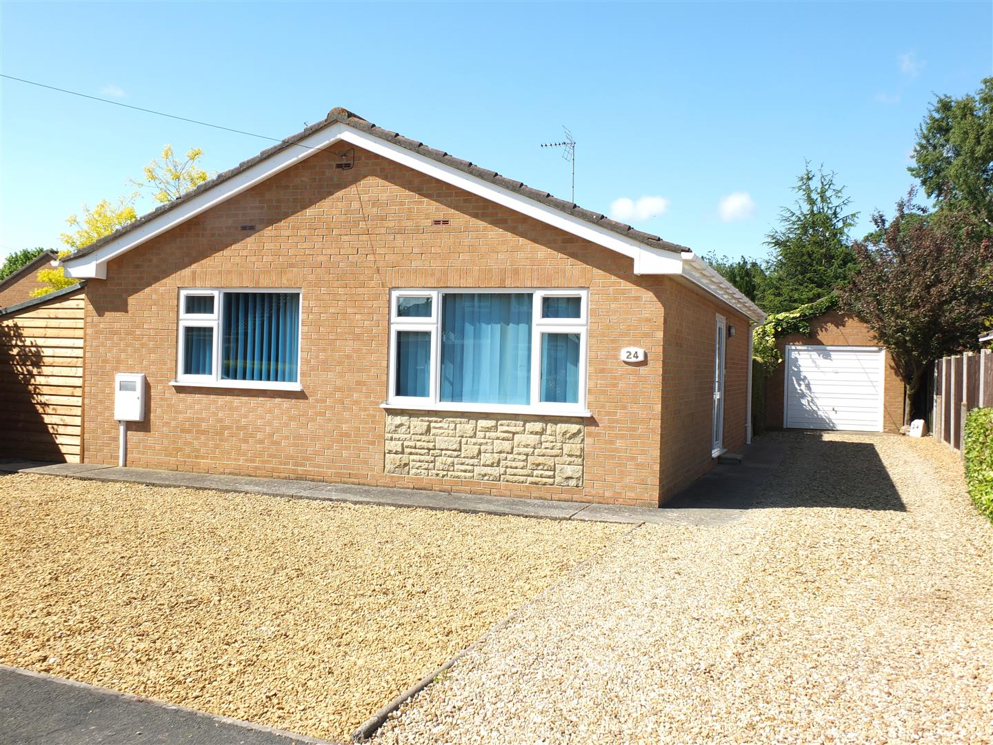 2 bed detached bungalow to rent in Long Sutton Spalding, PE12 9BQ, PE12