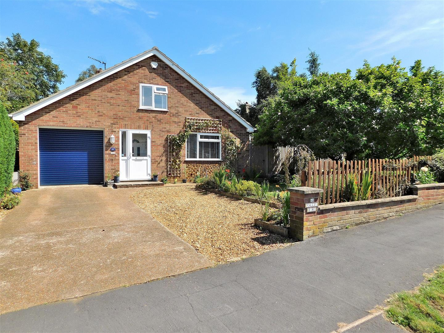 4 bed chalet for sale in King's Lynn, PE31 6PS - Property Image 1