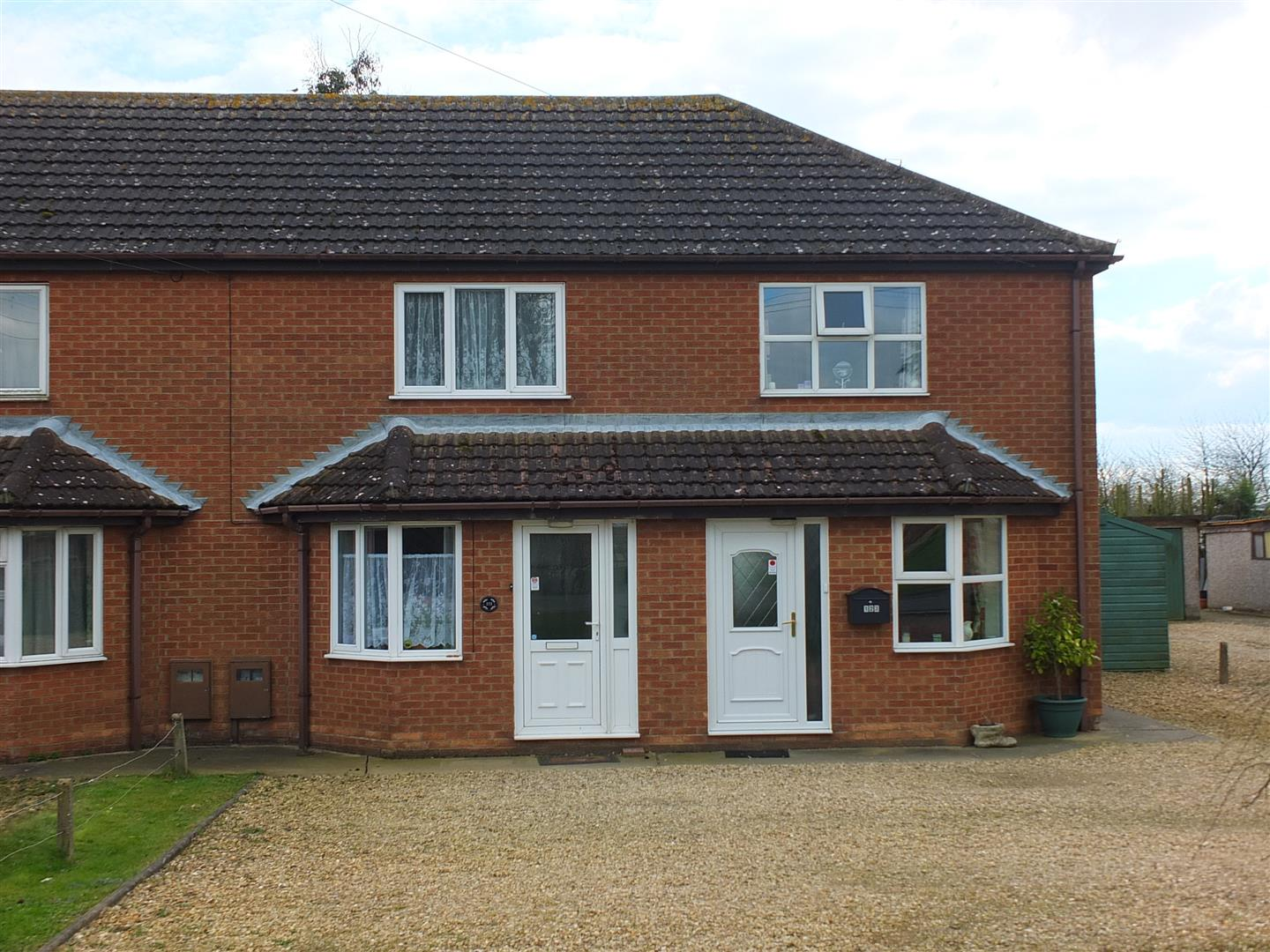 2 bed house to rent in Chapelgate, Spalding, PE12