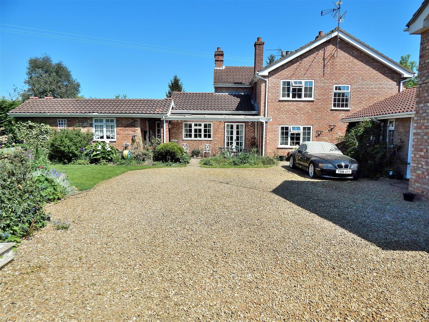 5 bed semi-detached house for sale in King's Lynn, PE34 4PX  - Property Image 1