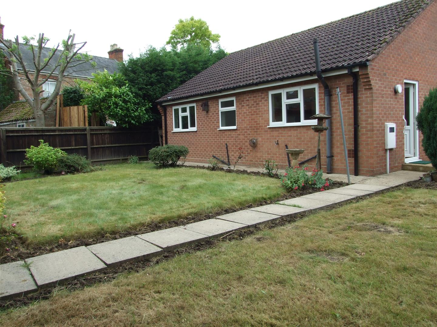 2 bed detached bungalow to rent in Dick Turpin Way, Long Sutton Spalding 14