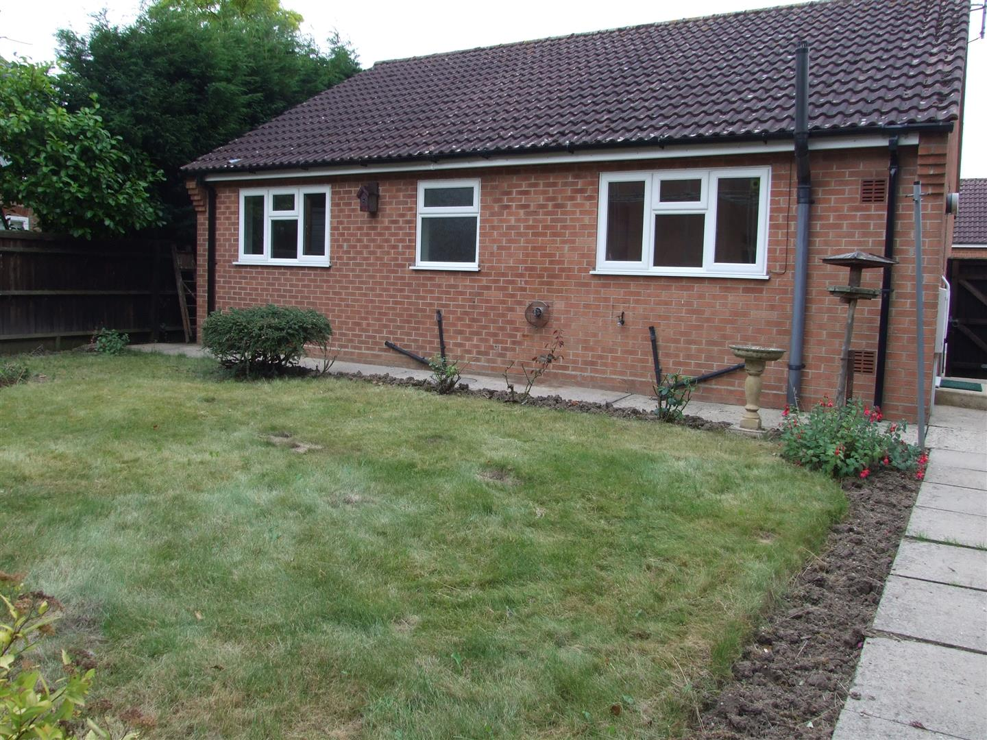 2 bed detached bungalow to rent in Dick Turpin Way, Long Sutton Spalding 11