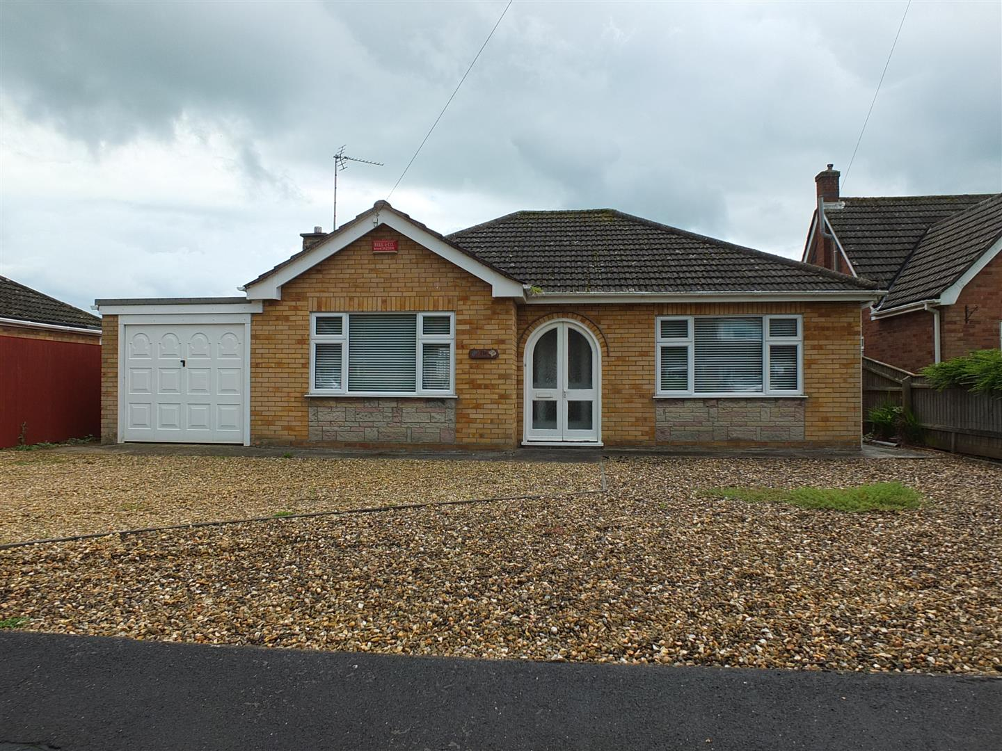 2 bed detached bungalow to rent in Long Sutton Spalding, PE12 9BZ  - Property Image 1