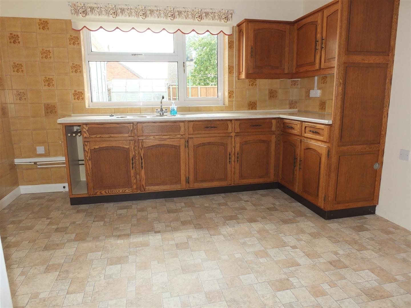 2 bed detached bungalow to rent in Sturton Way, Long Sutton Spalding  - Property Image 6