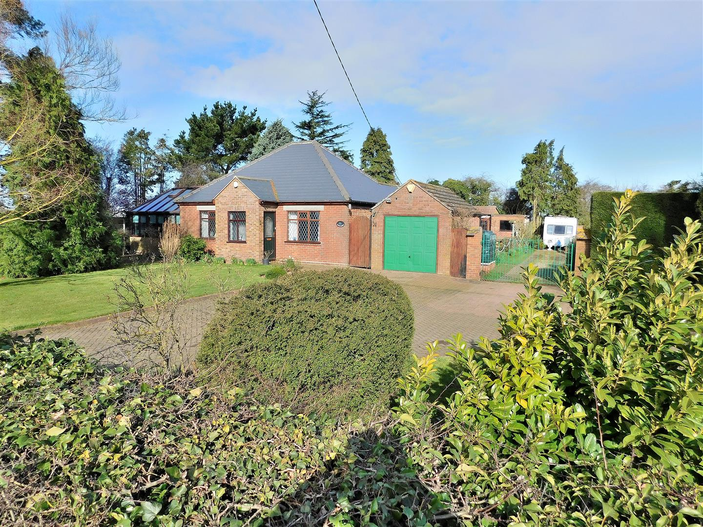 3 bed detached bungalow for sale in King's Lynn, PE34 4FF  - Property Image 1