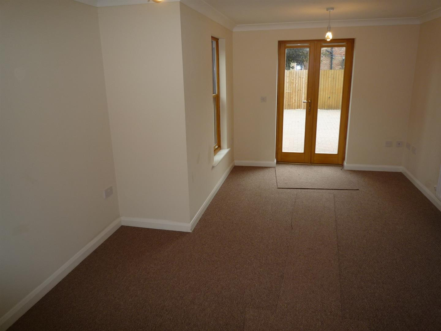3 bed house to rent in Holbeach Spalding, PE12 7DR 2