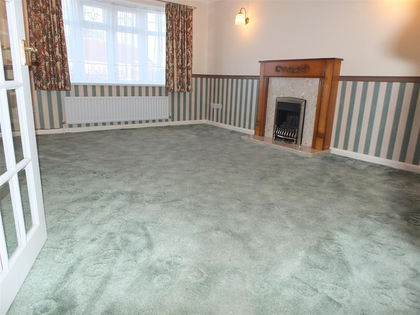 3 bed detached bungalow to rent in Spalding, PE12 9FA 2