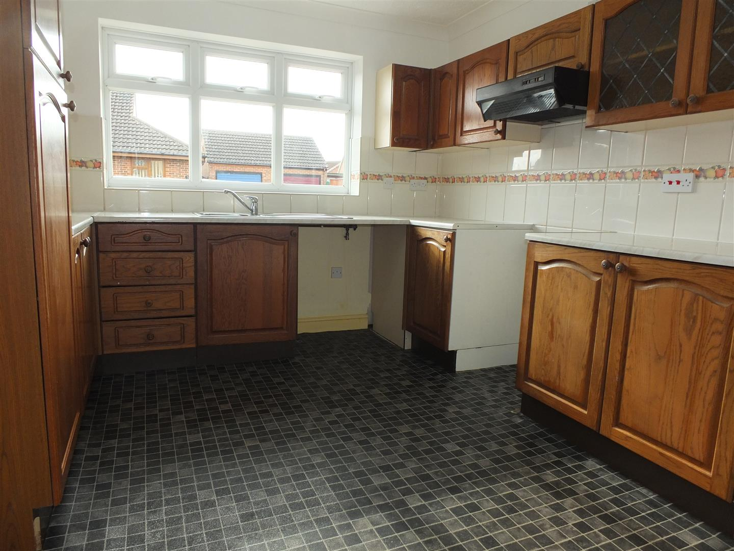 3 bed detached bungalow to rent in Stanley Drive, Sutton Bridge Spalding  - Property Image 2