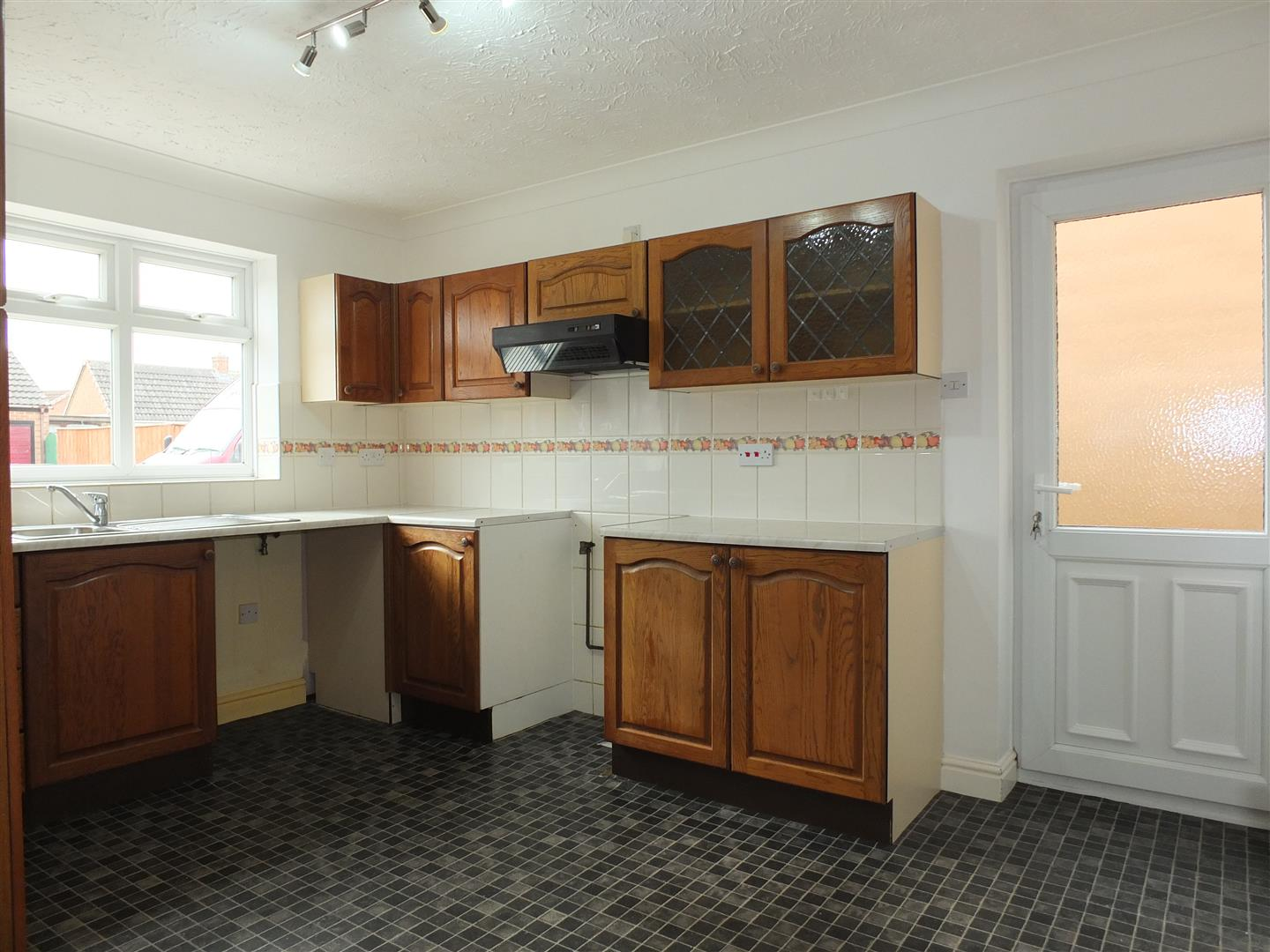 3 bed detached bungalow to rent in Stanley Drive, Sutton Bridge Spalding  - Property Image 3