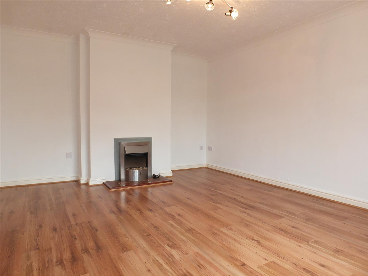 3 bed detached bungalow to rent in Stanley Drive, Sutton Bridge Spalding  - Property Image 5