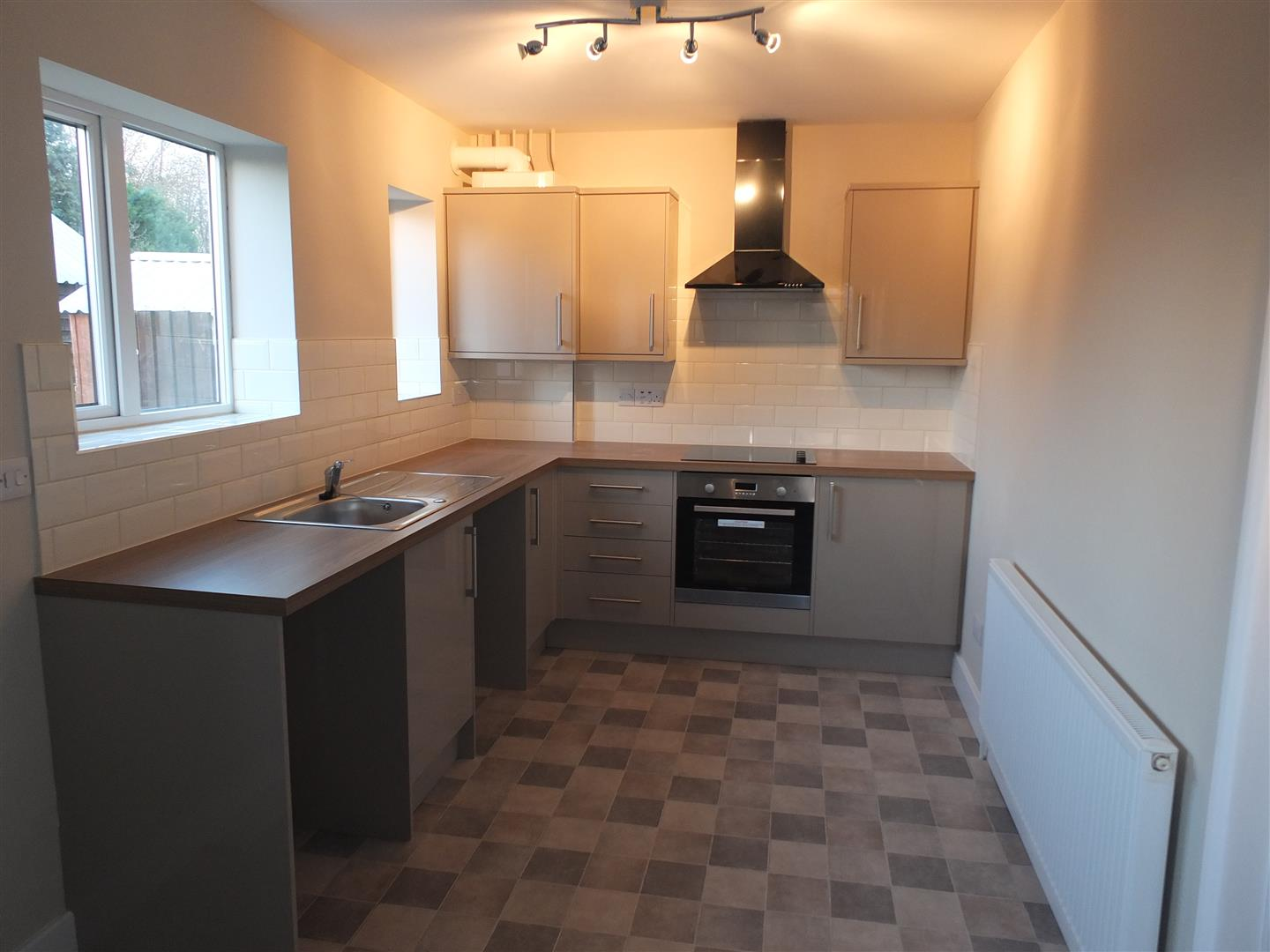 3 bed semi-detached house to rent in Long Sutton Spalding, PE12 9BT 1