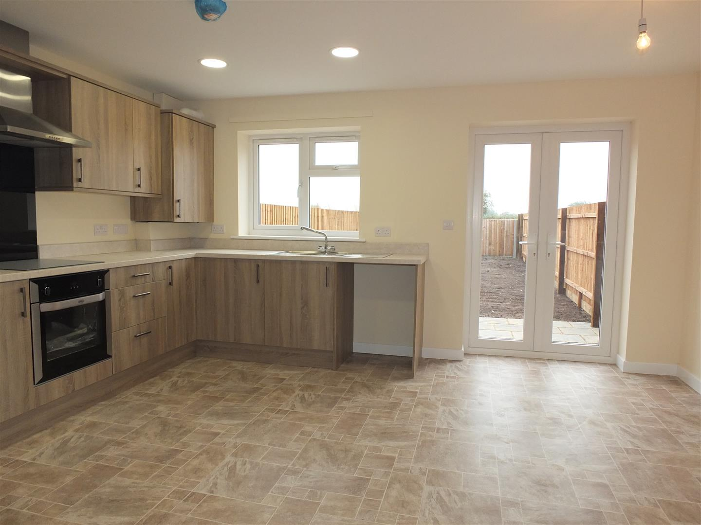 3 bed house to rent in Little London, Long Sutton 3