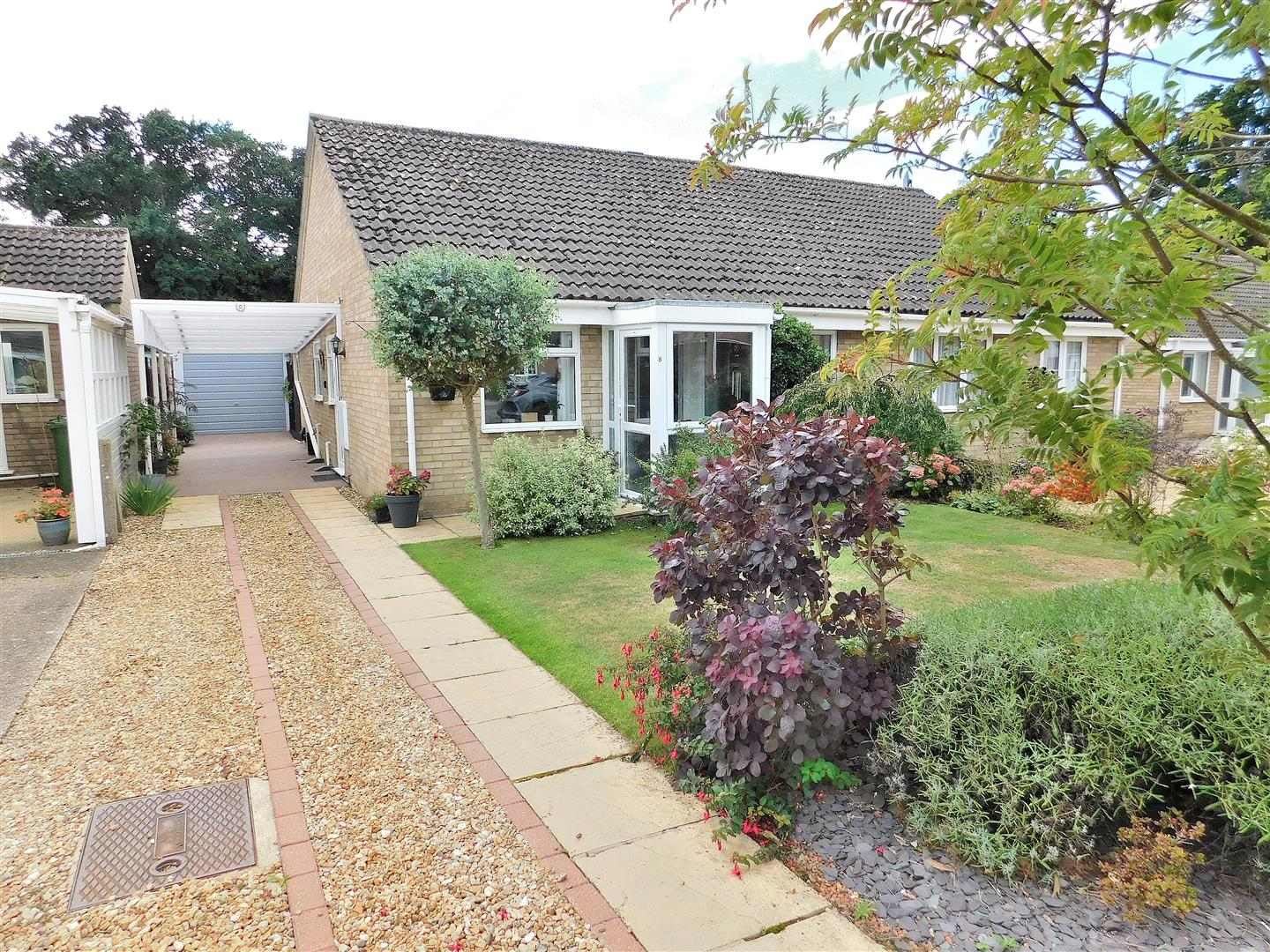 2 bed semi-detached bungalow for sale in King's Lynn, PE31 7BY  - Property Image 1