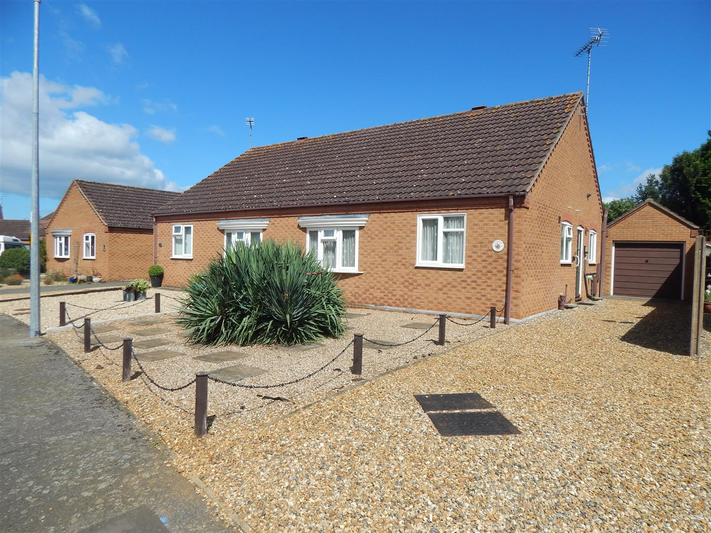 2 bed semi-detached bungalow for sale in Wiclewood Way, King's Lynn - Property Image 1