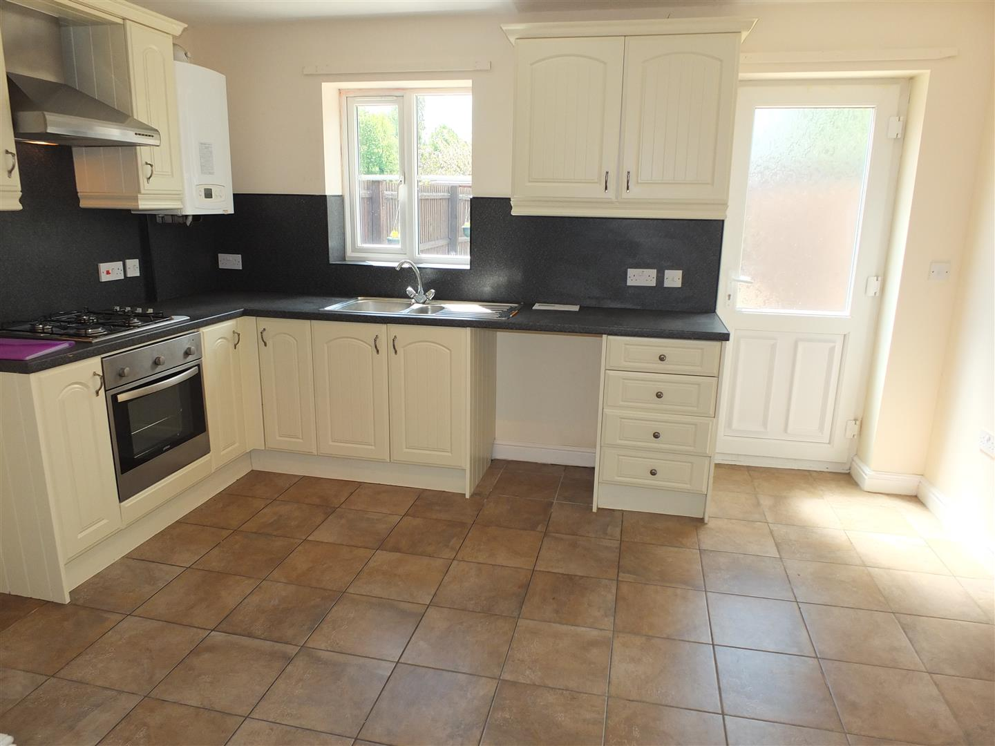 3 bed house to rent in London Road, Lincs 2