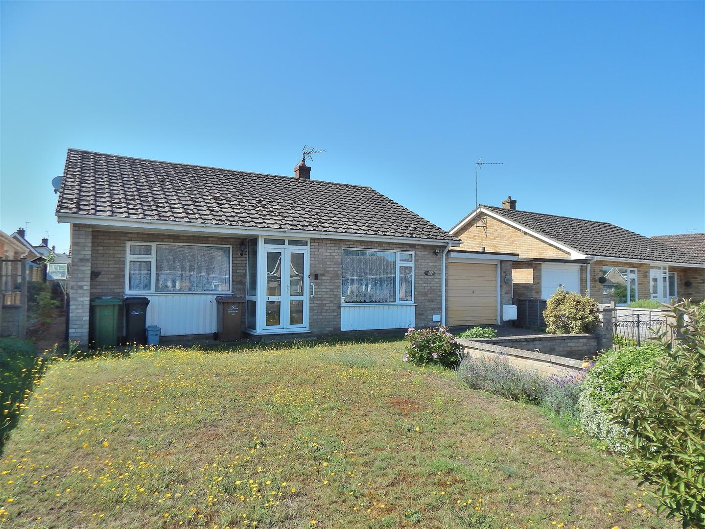 2 bed detached bungalow for sale in Onedin Close, King's Lynn - Property Image 1