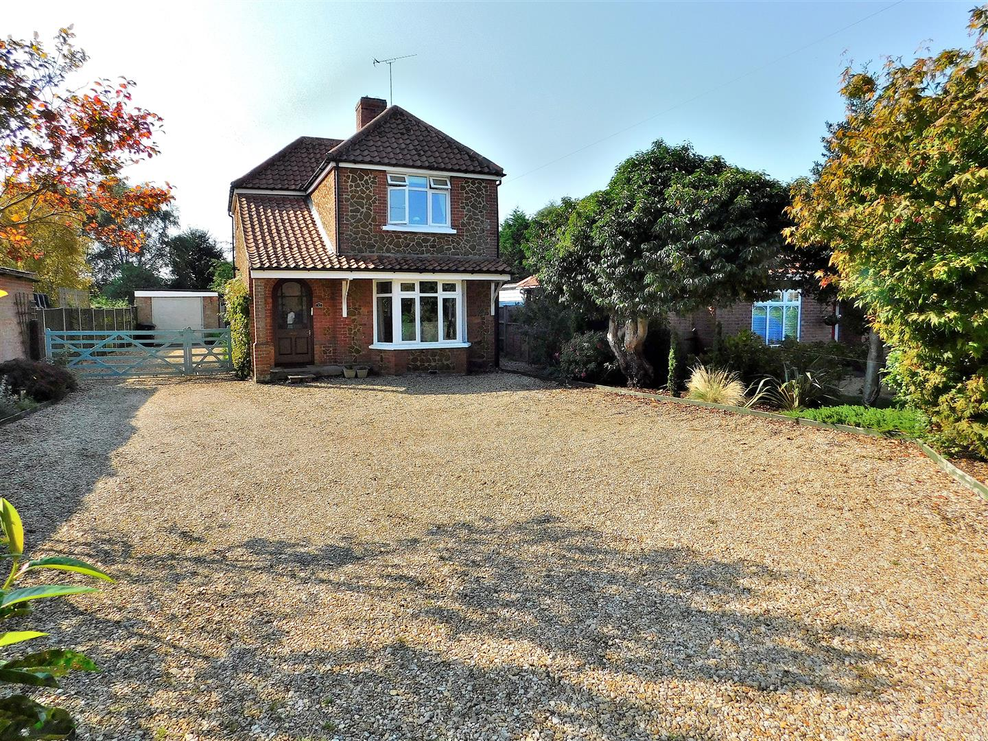 4 bed detached house for sale in King's Lynn, PE31 6HS - Property Image 1