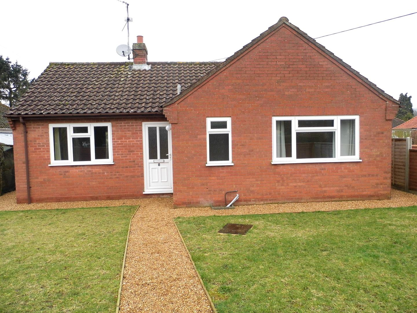 2 bed detached bungalow to rent in King's Lynn, PE31 6NH  - Property Image 1