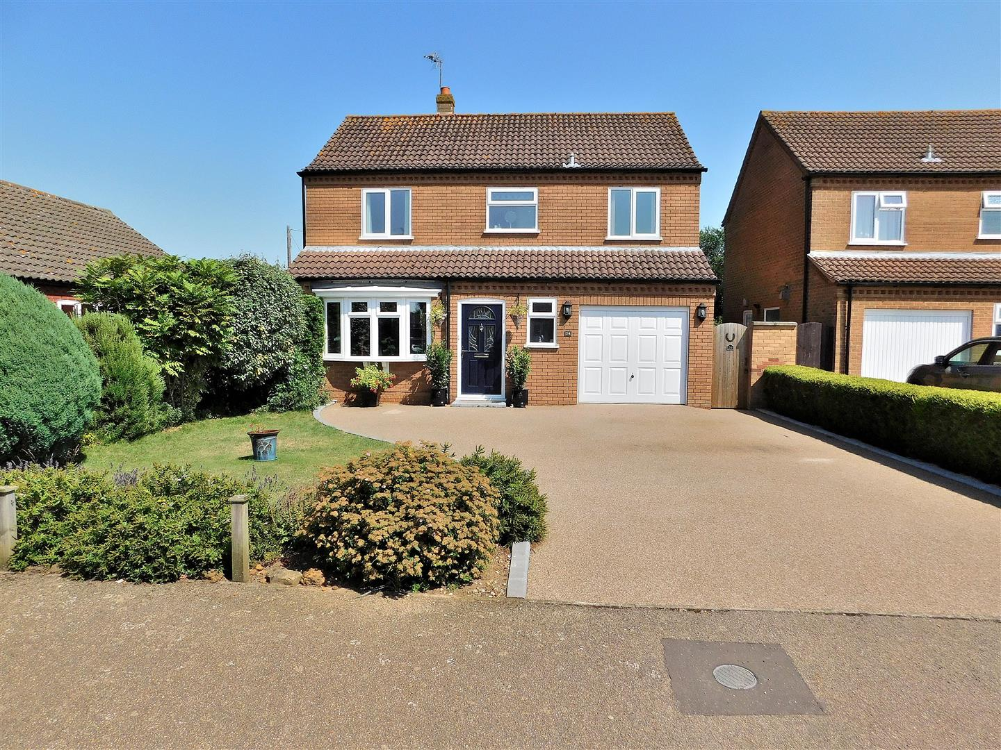 4 bed detached house for sale in King's Lynn, PE31 6XZ - Property Image 1