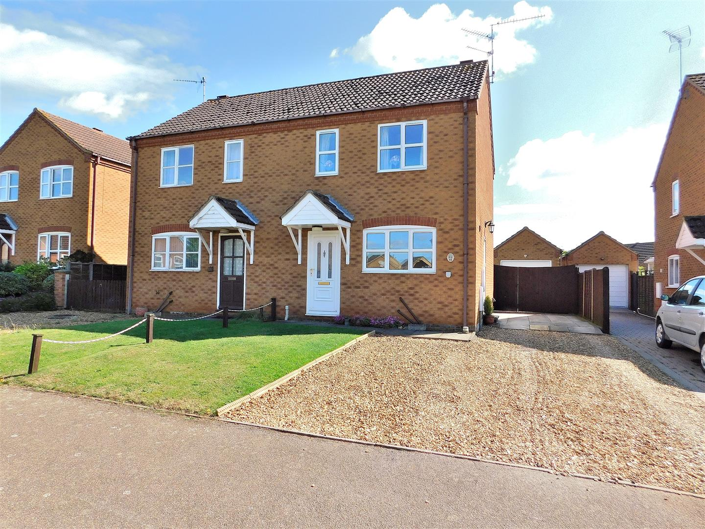 2 bed semi-detached house for sale in King's Lynn, PE31 6XX - Property Image 1