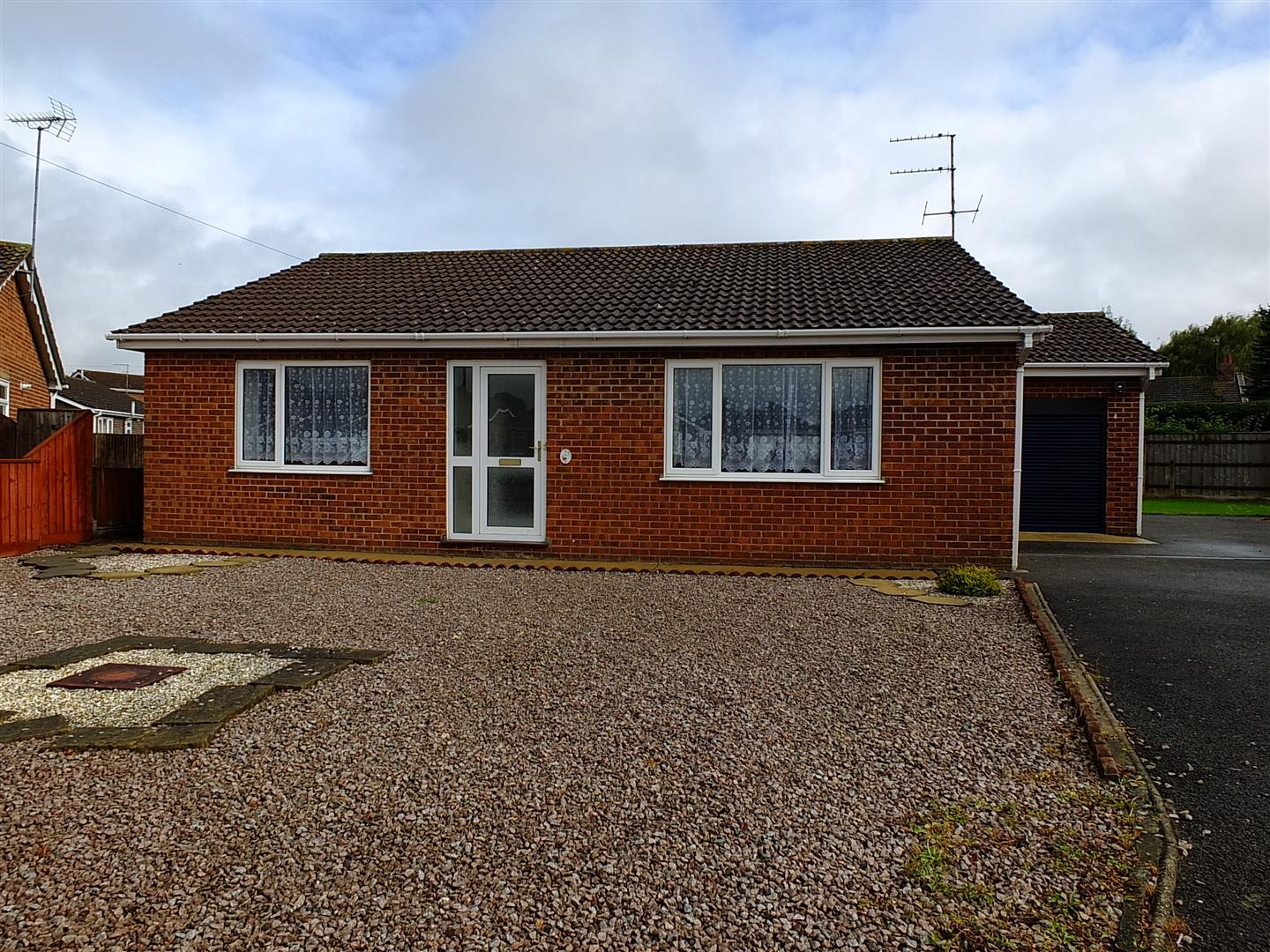 3 bed detached bungalow to rent in Long Sutton Spalding, PE12 9LY  - Property Image 1