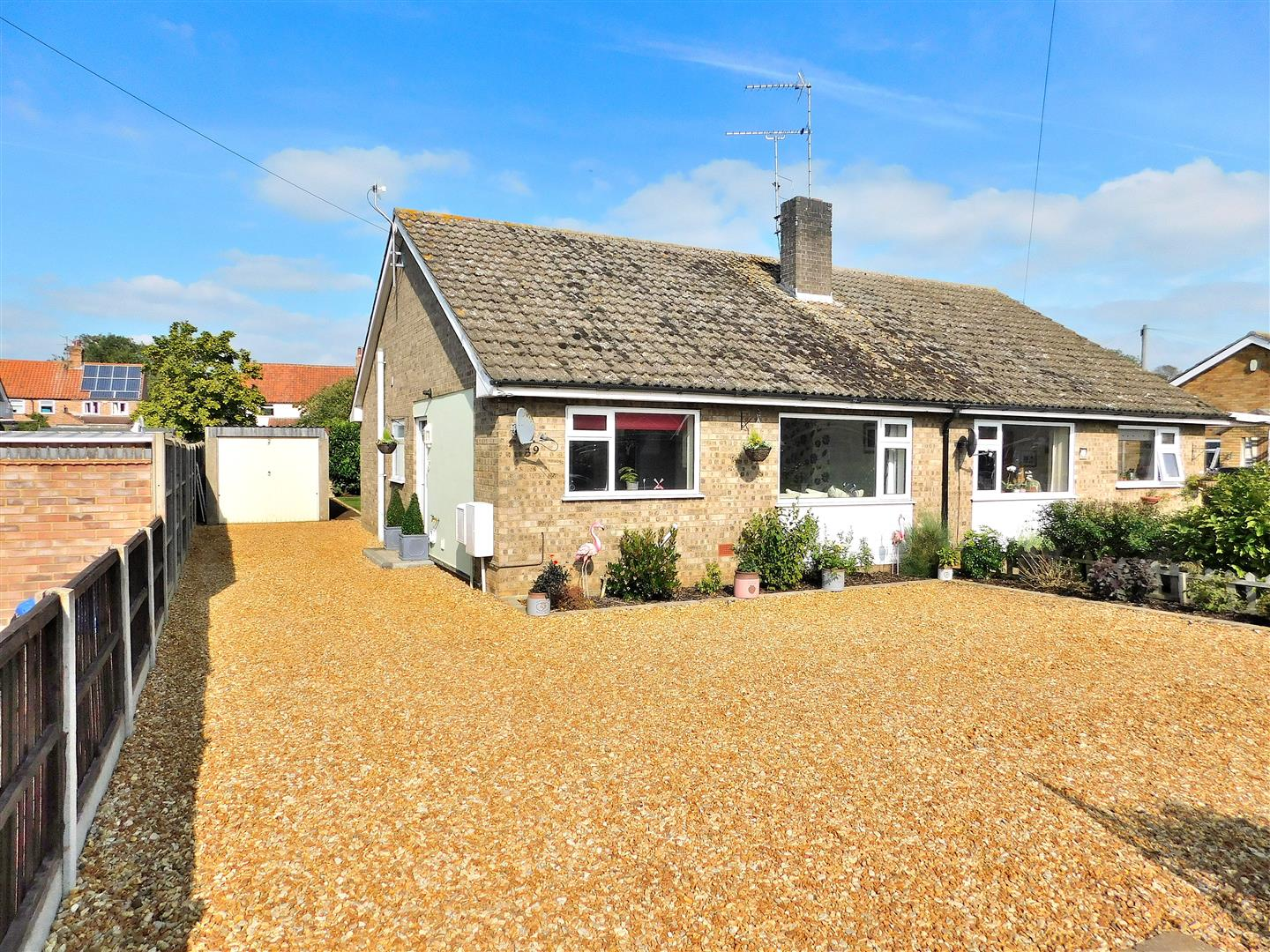 2 bed semi-detached bungalow for sale in King's Lynn, PE31 6JQ  - Property Image 1