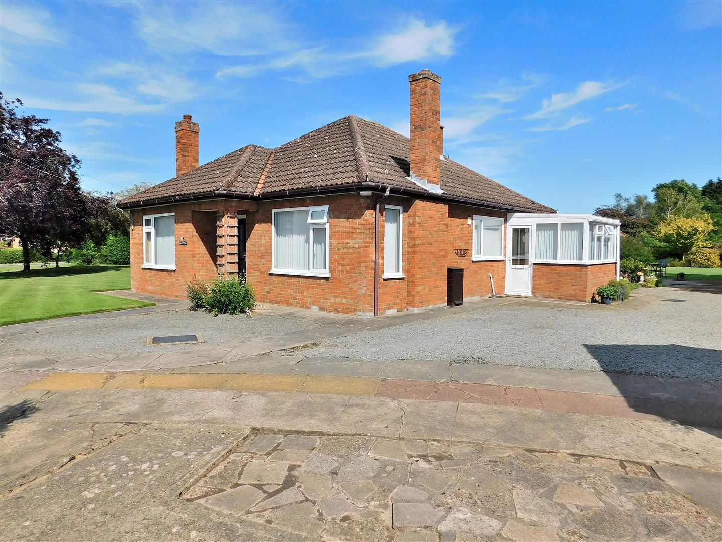 3 bed detached bungalow for sale in King's Lynn, PE34 4DN - Property Image 1