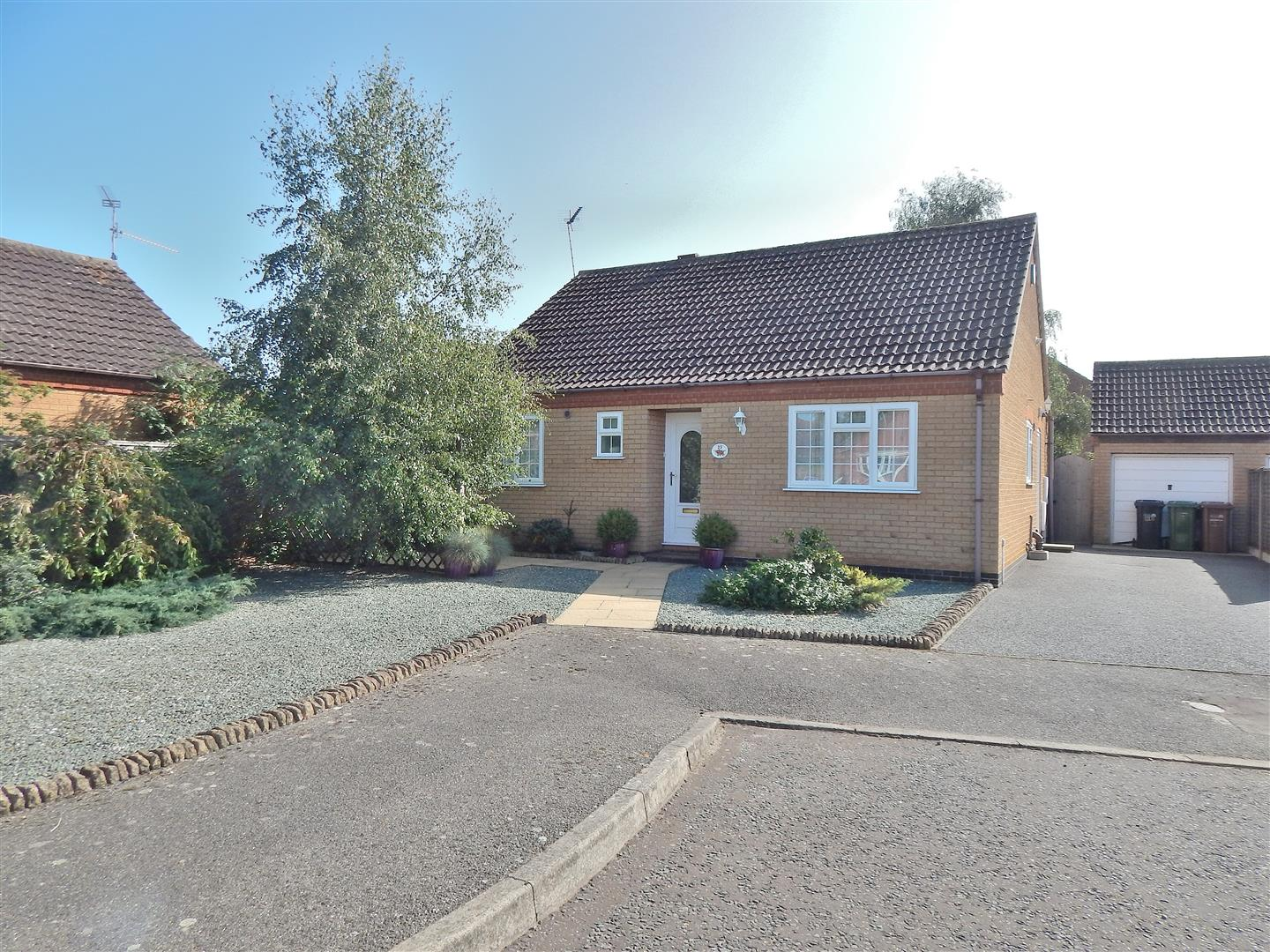 3 bed detached bungalow for sale in King's Lynn, PE31 6UU  - Property Image 1