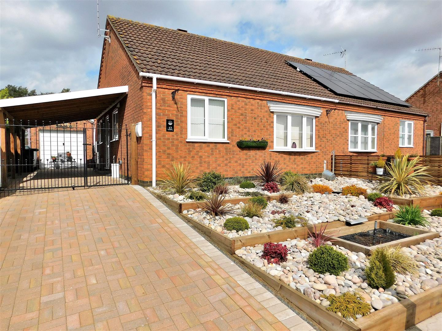2 bed semi-detached bungalow for sale in Reynolds Way, King's Lynn  - Property Image 1