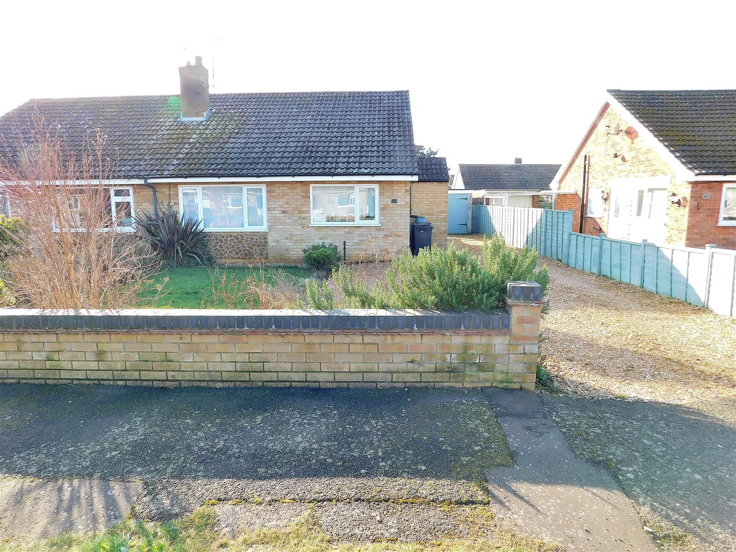 2 bed semi-detached bungalow for sale in King's Lynn, PE31 6JH  - Property Image 1