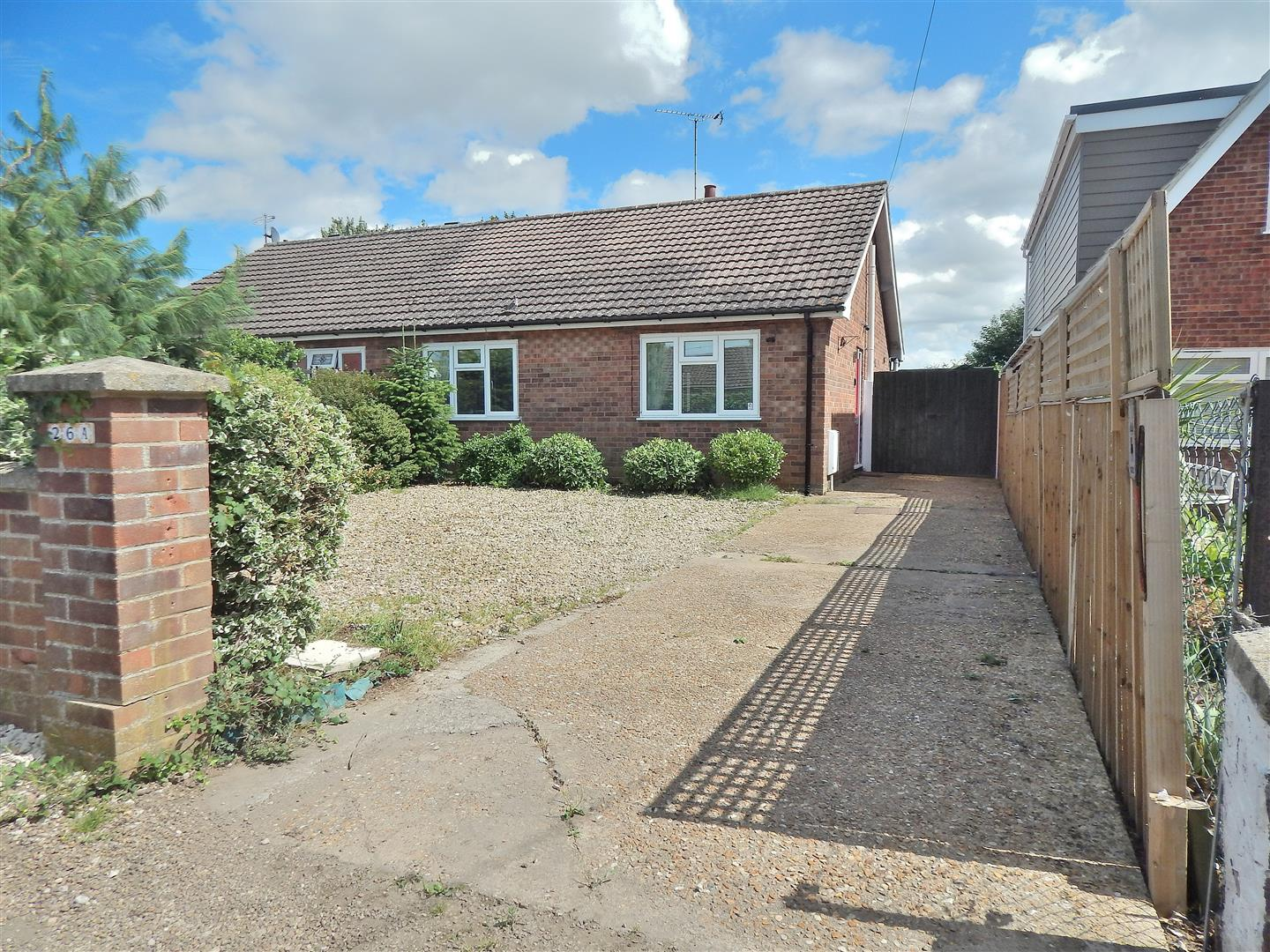 2 bed semi-detached bungalow for sale in King's Lynn, PE31 7DG, PE31