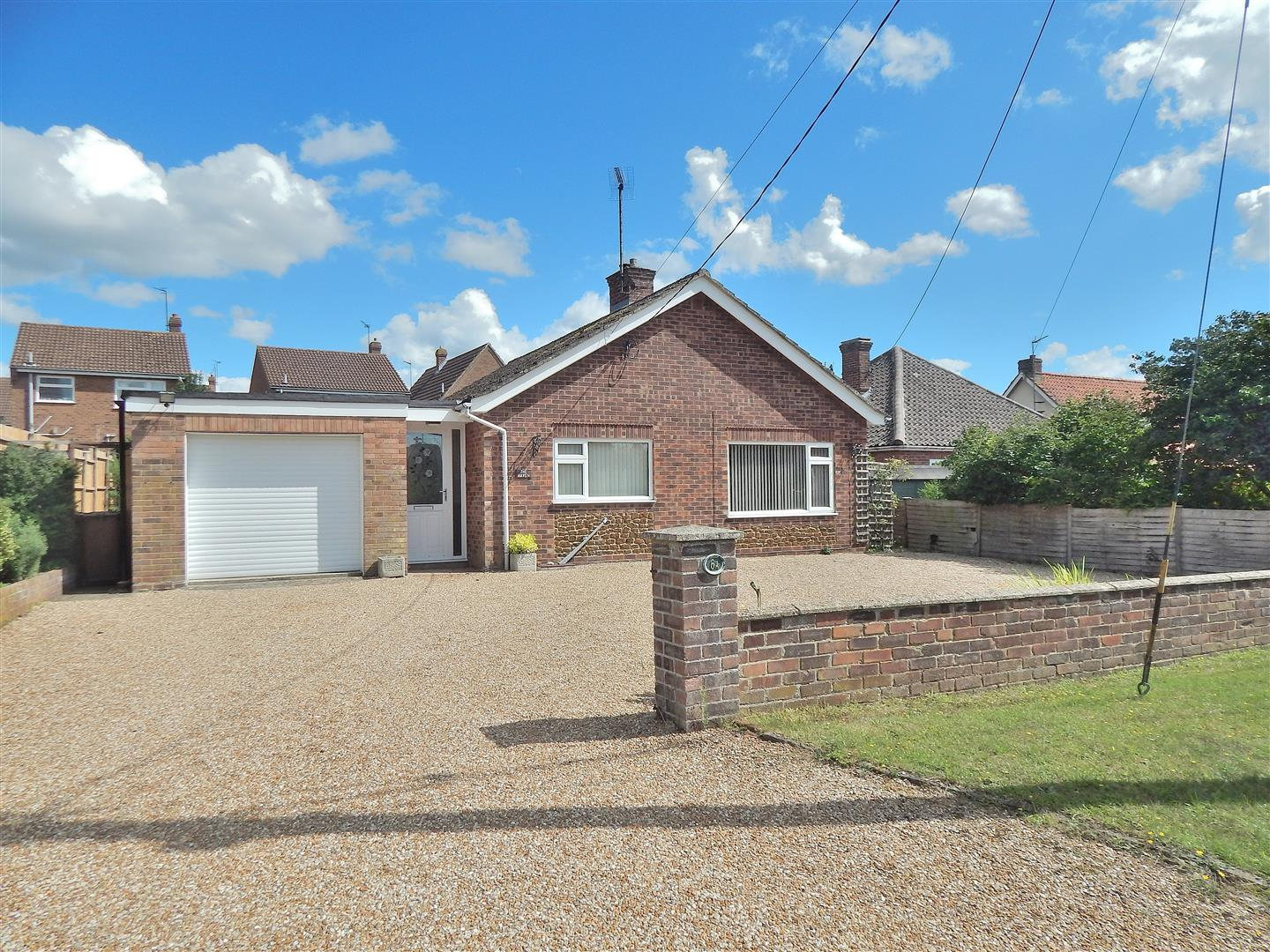 3 bed detached bungalow for sale in King's Lynn, PE31 6HT  - Property Image 1
