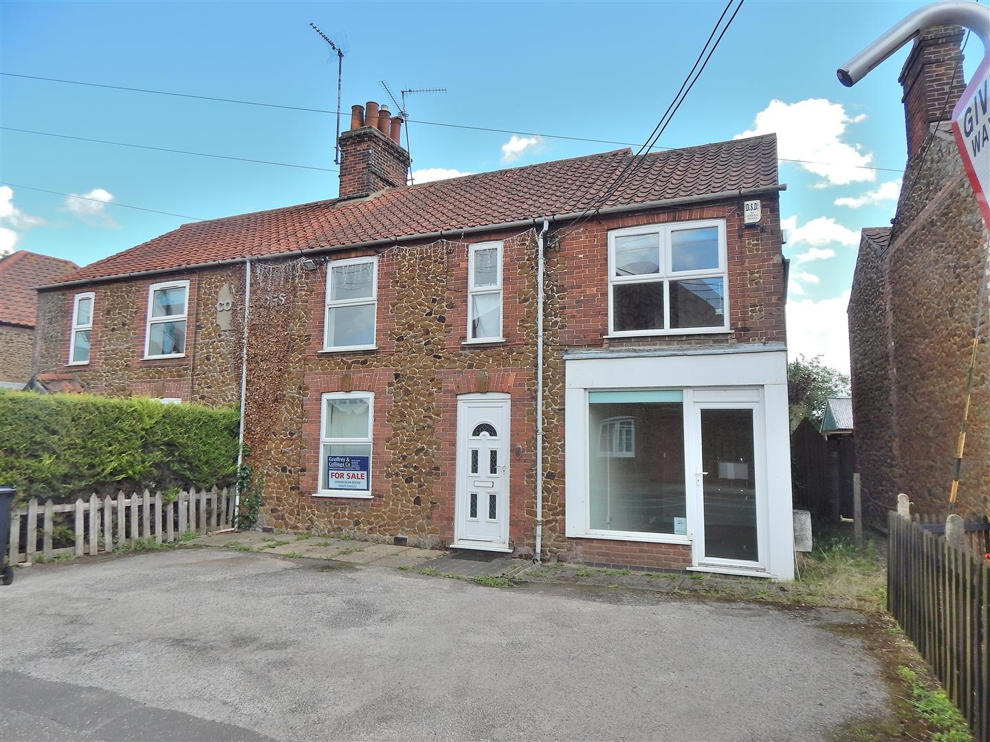 4 bed semi-detached house for sale in King's Lynn, PE31 6HP  - Property Image 1