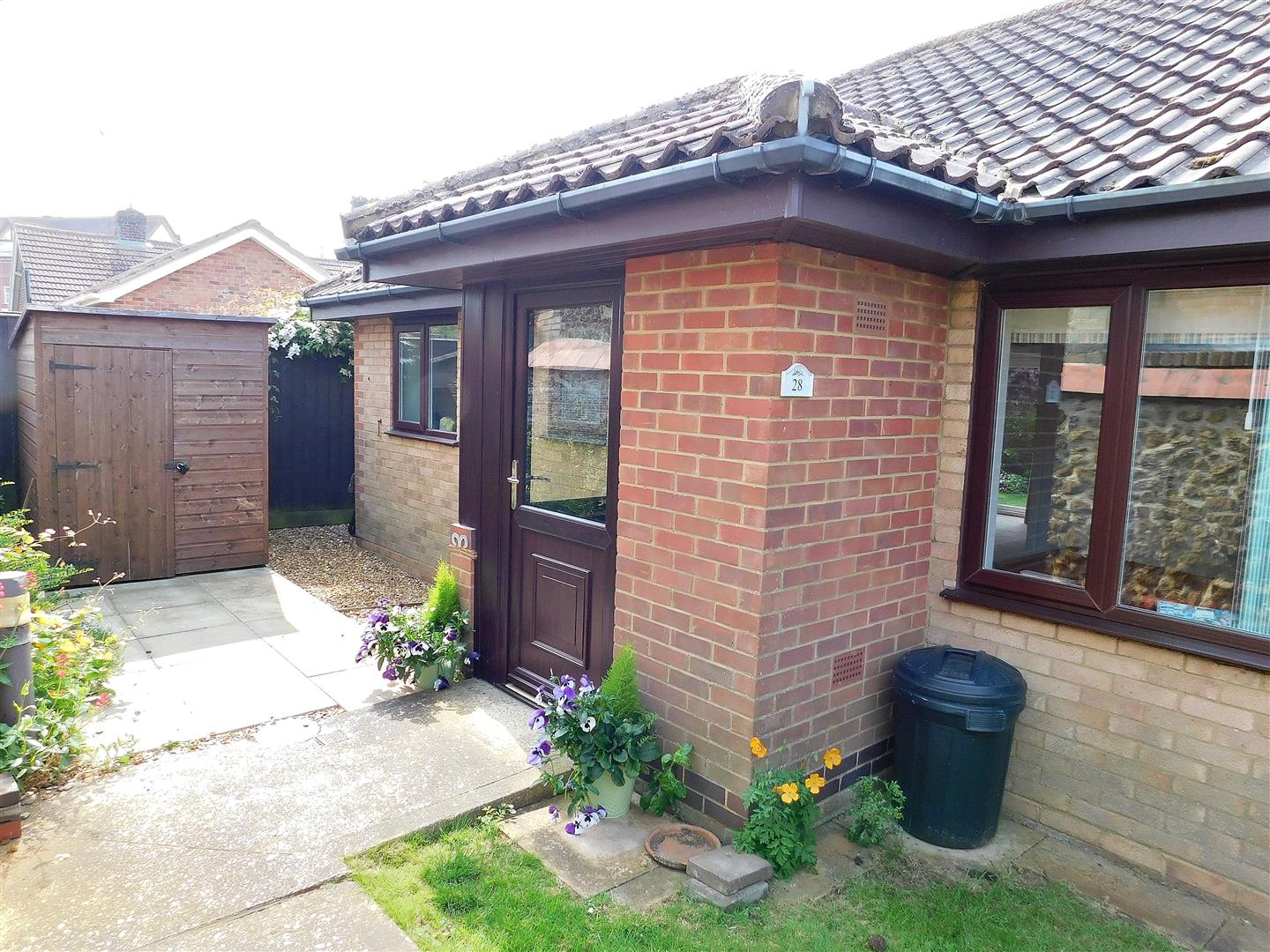 2 bed terraced bungalow for sale in Hunstanton, PE36 5HF - Property Image 1
