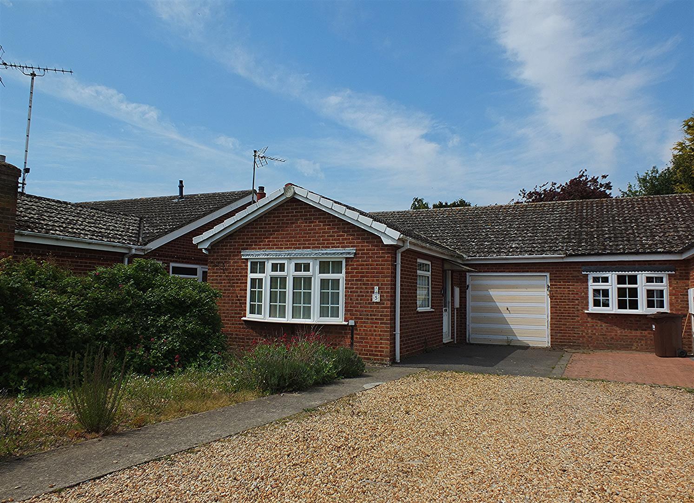 2 bed semi-detached bungalow for sale in Sutton Bridge Spalding, PE12 9TY  - Property Image 1