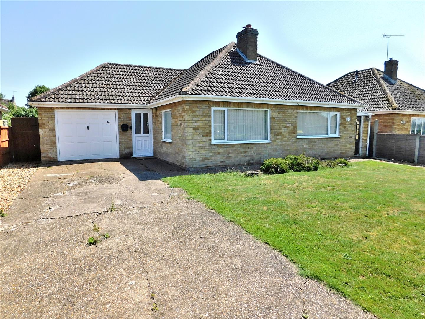3 bed detached bungalow for sale in King's Lynn, PE33 0JZ  - Property Image 1
