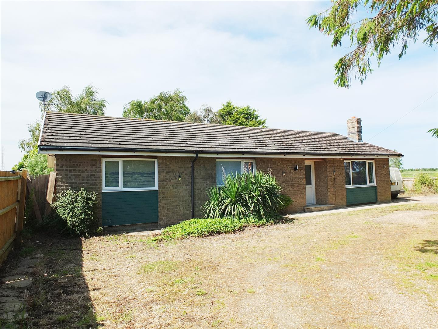 4 bed detached bungalow for sale in Moulton Marsh Spalding, PE12 6LL - Property Image 1