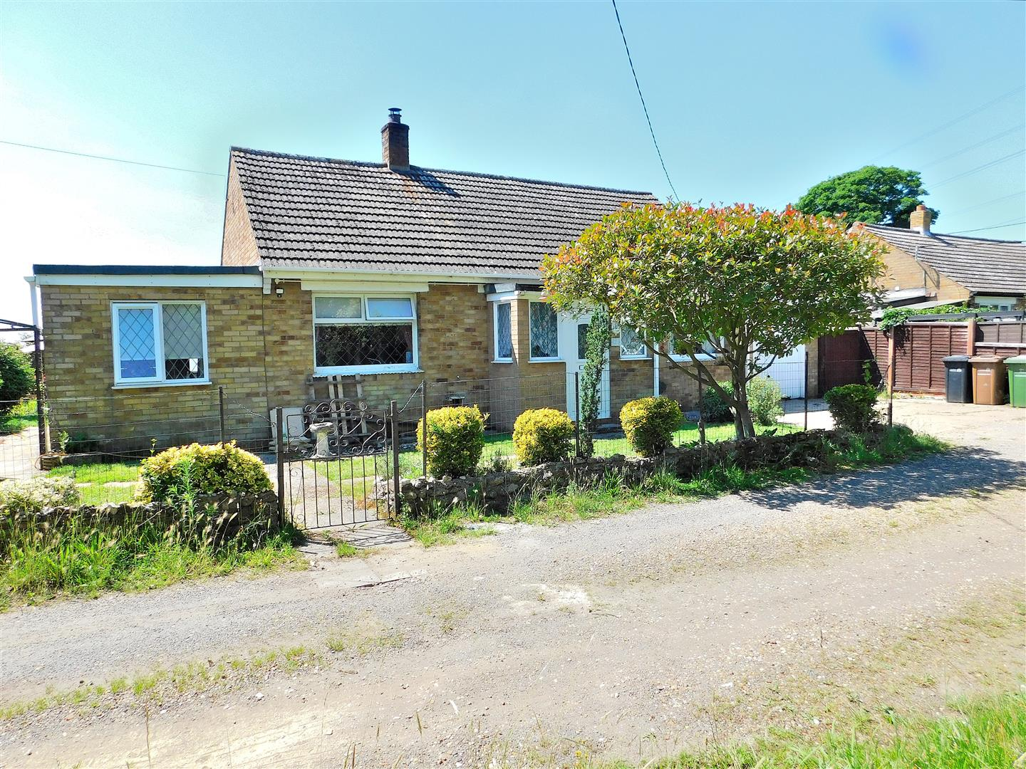 3 bed detached bungalow for sale in King's Lynn, PE33 0BG - Property Image 1