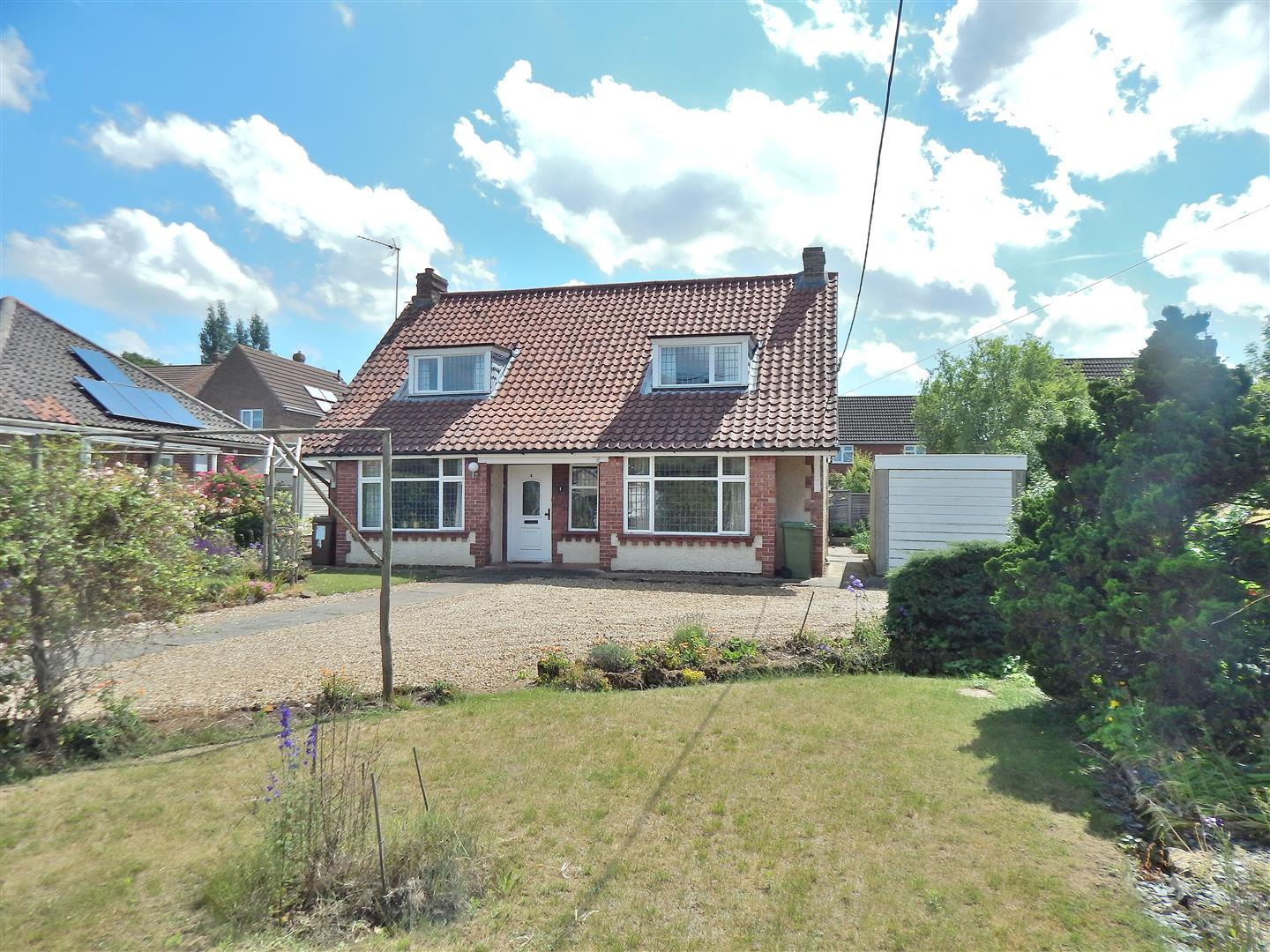 4 bed detached bungalow for sale in King's Lynn, PE31 6HT - Property Image 1