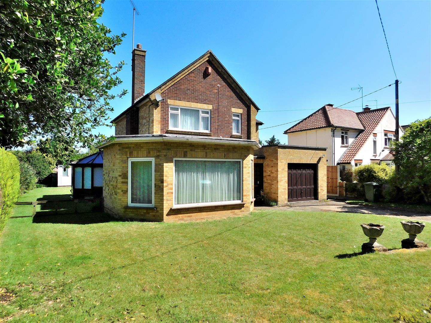 3 bed detached house for sale in King's Lynn, PE30 3NY  - Property Image 1
