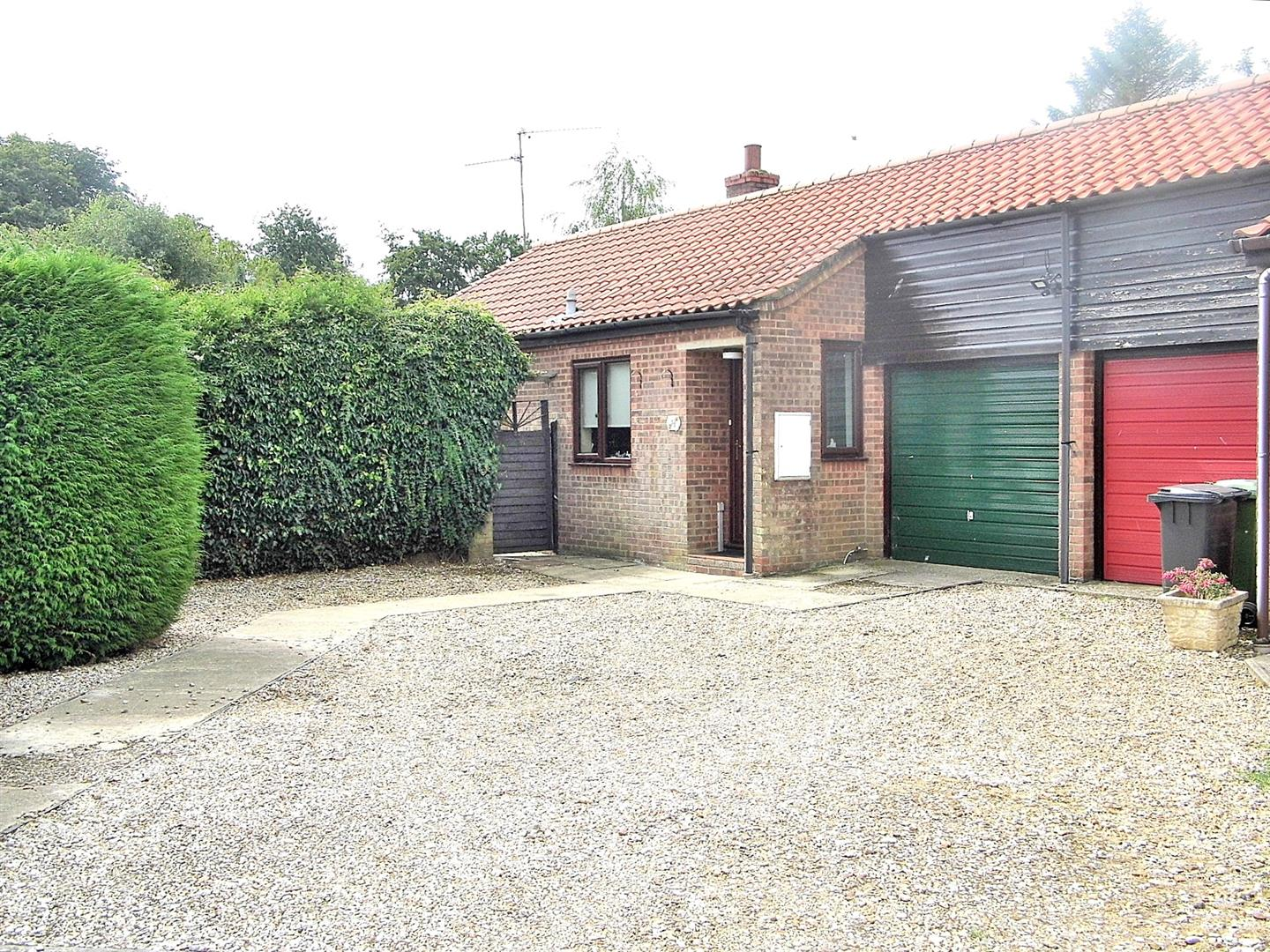 2 bed detached bungalow for sale in Walcups Lane, King's Lynn - Property Image 1