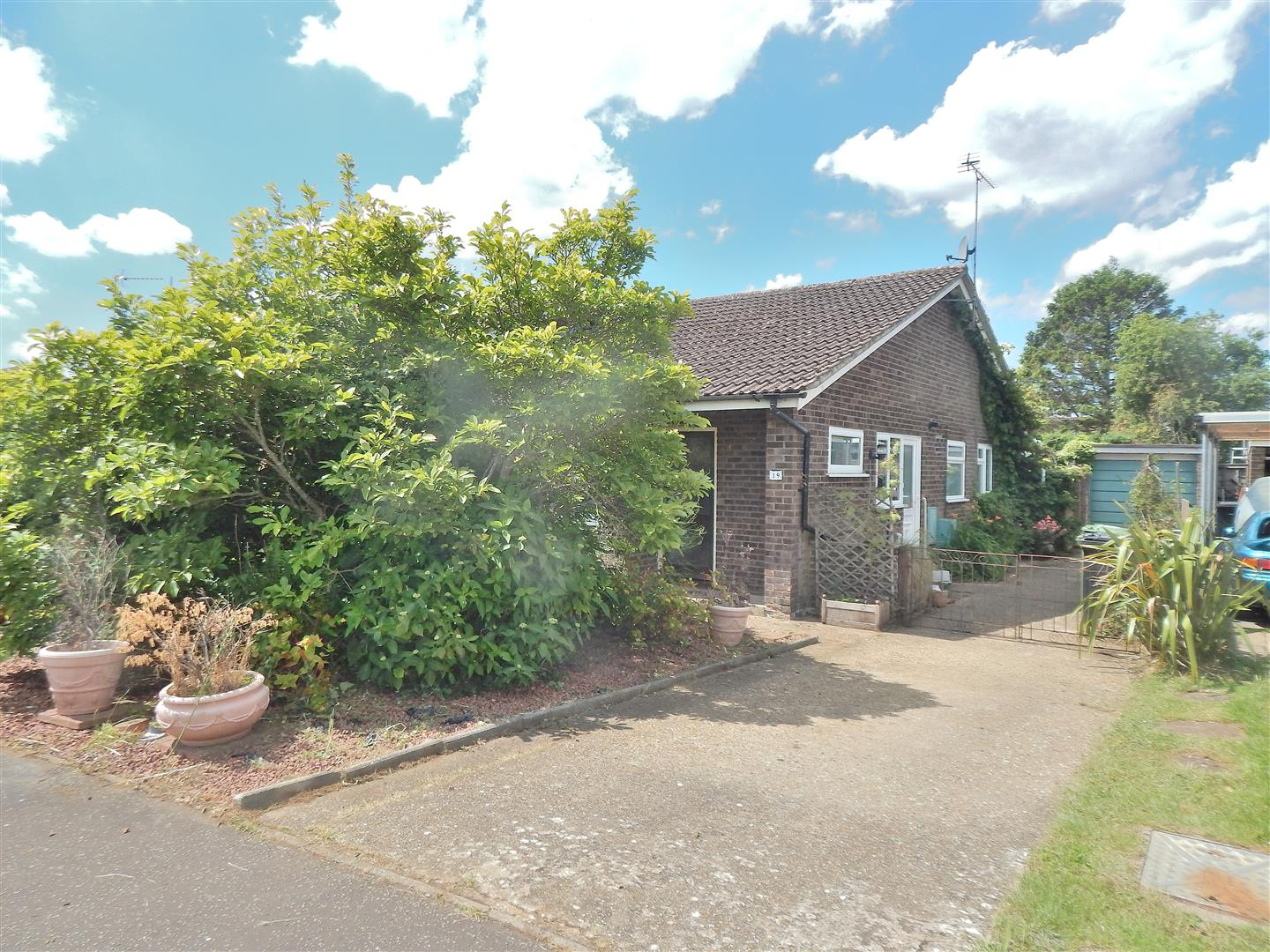 2 bed semi-detached bungalow for sale in Grovelands, King's Lynn  - Property Image 1
