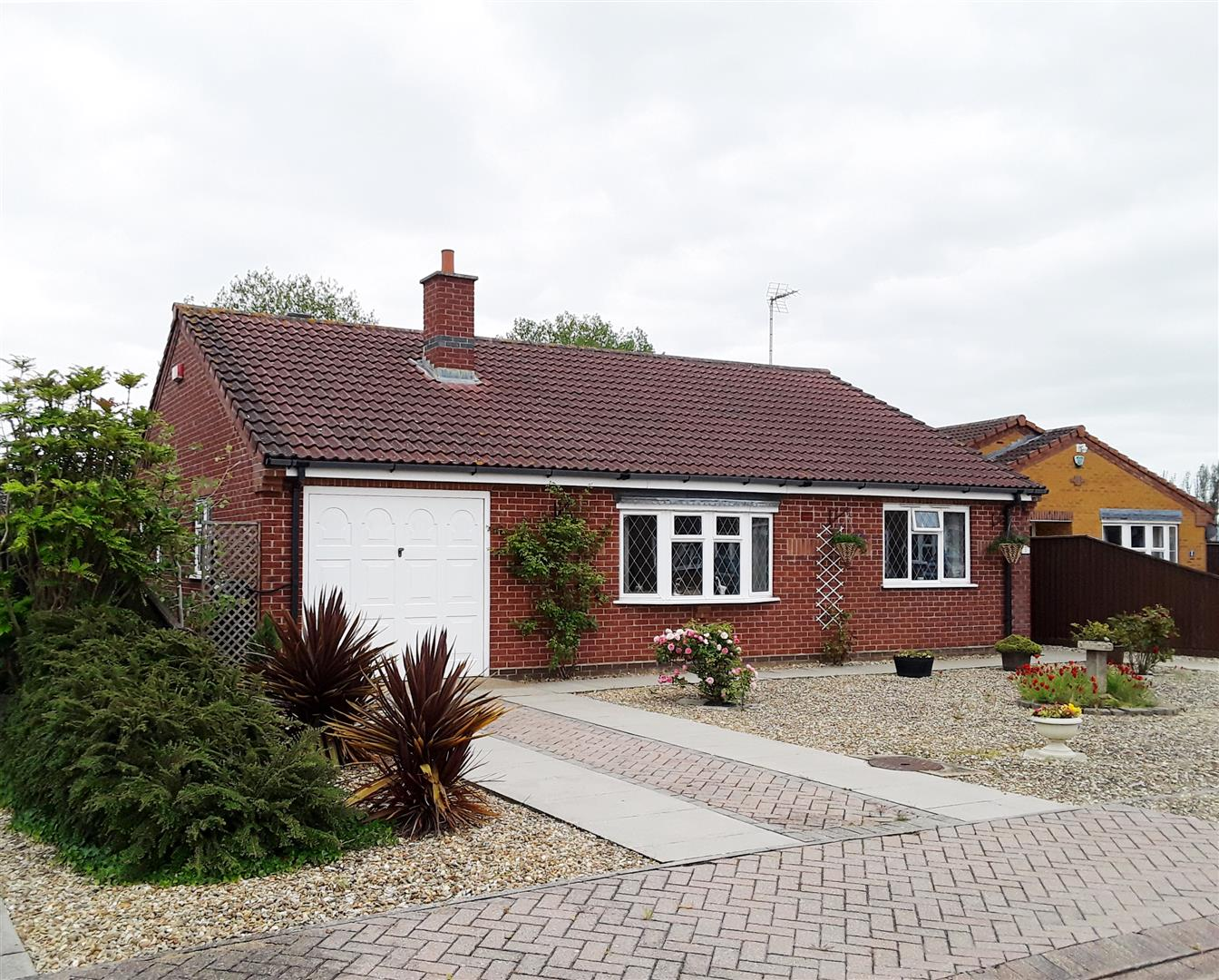2 bed detached bungalow for sale in Long Sutton Spalding, PE12 9FP  - Property Image 1